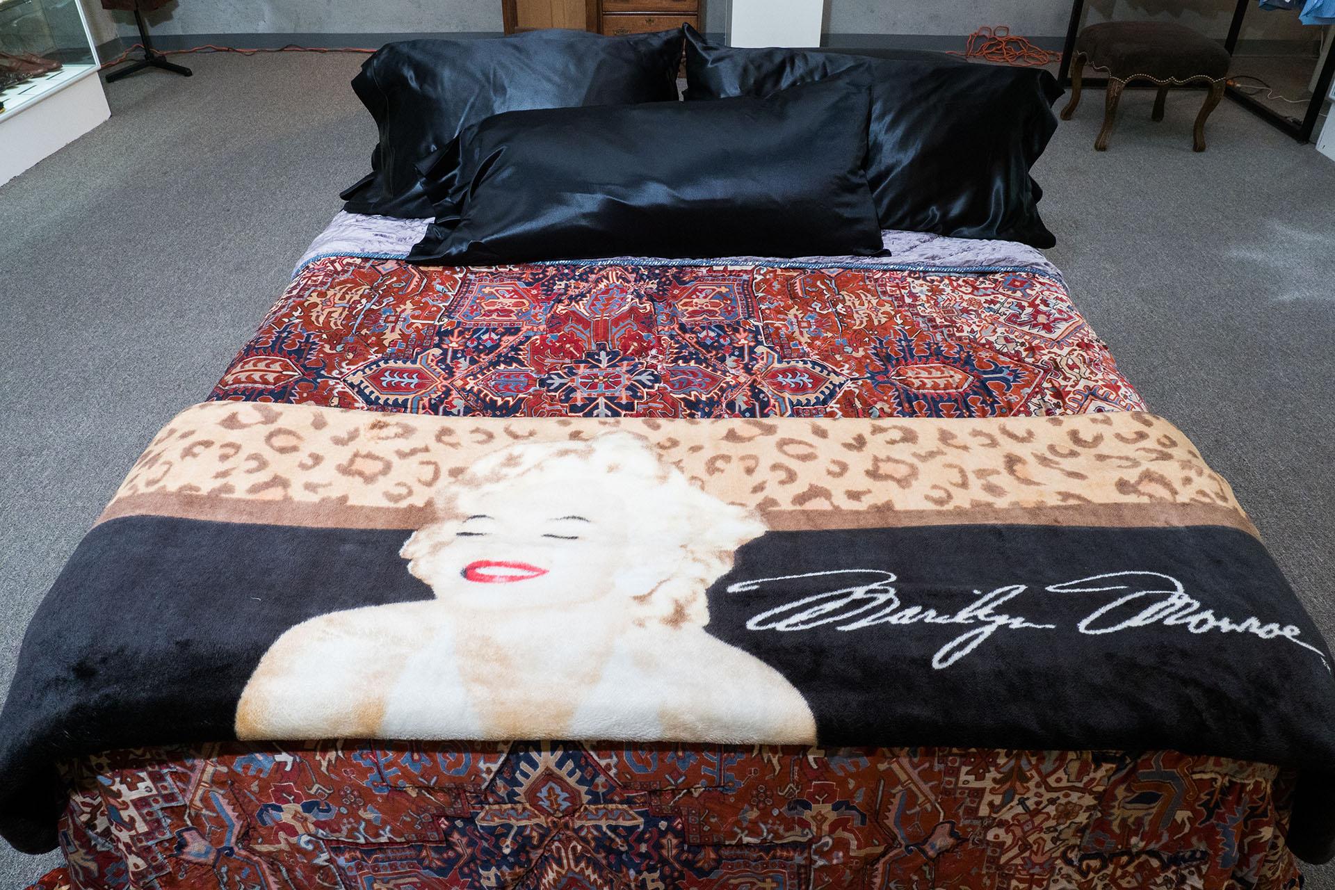 La mítica cama del dueño de Playboy