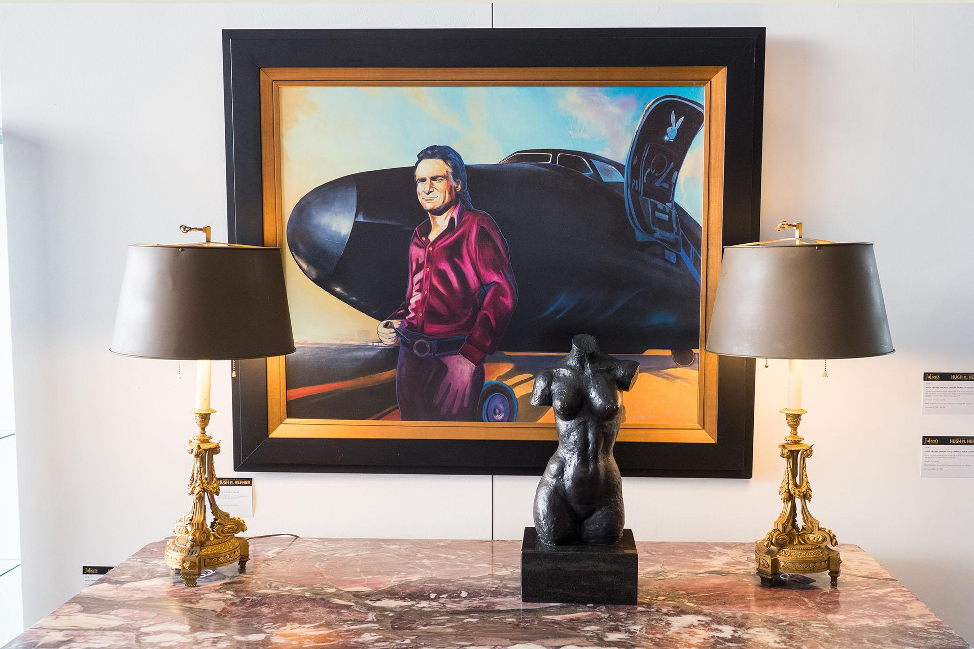 Una estatua con el torso de Farrah Fawcett, que se presume que fue hecho por la propia actriz