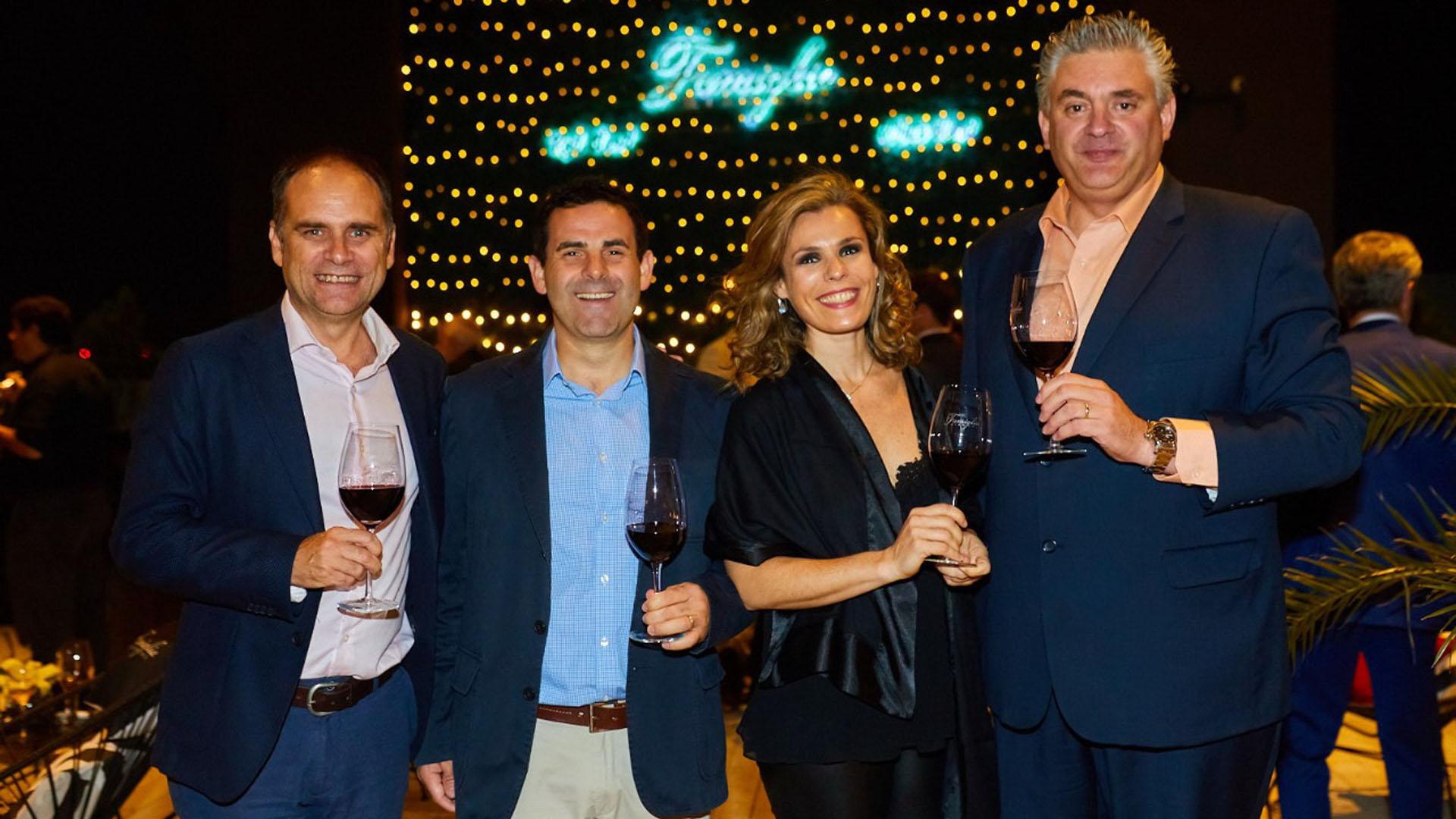 Rafael Calderón, gerente general de la bodega, Rafael y Andrea García Bianchi y Silvio Alberto, chef winemaker