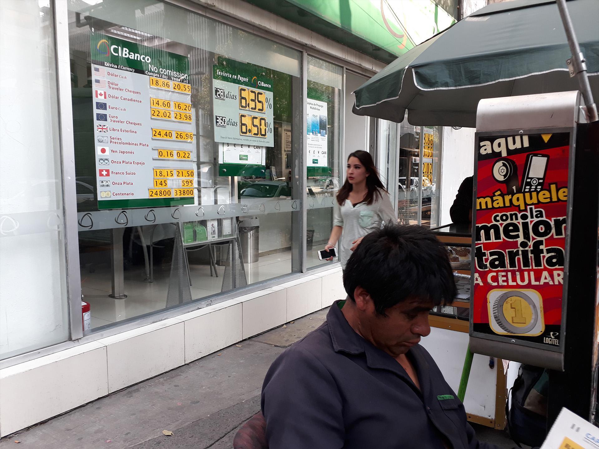 El tipo de cambio cerró en los mismos niveles que en 2017 (Foto: Juan Vicente Manrique/ Infobae México)