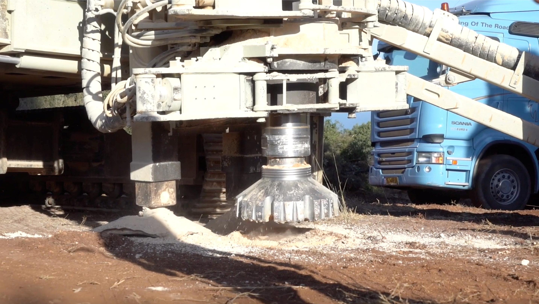Otra de las maquinas usadas para la destrucción de los túneles (Portavoz de las Fuerzas de Defensa israelíes via REUTERS)