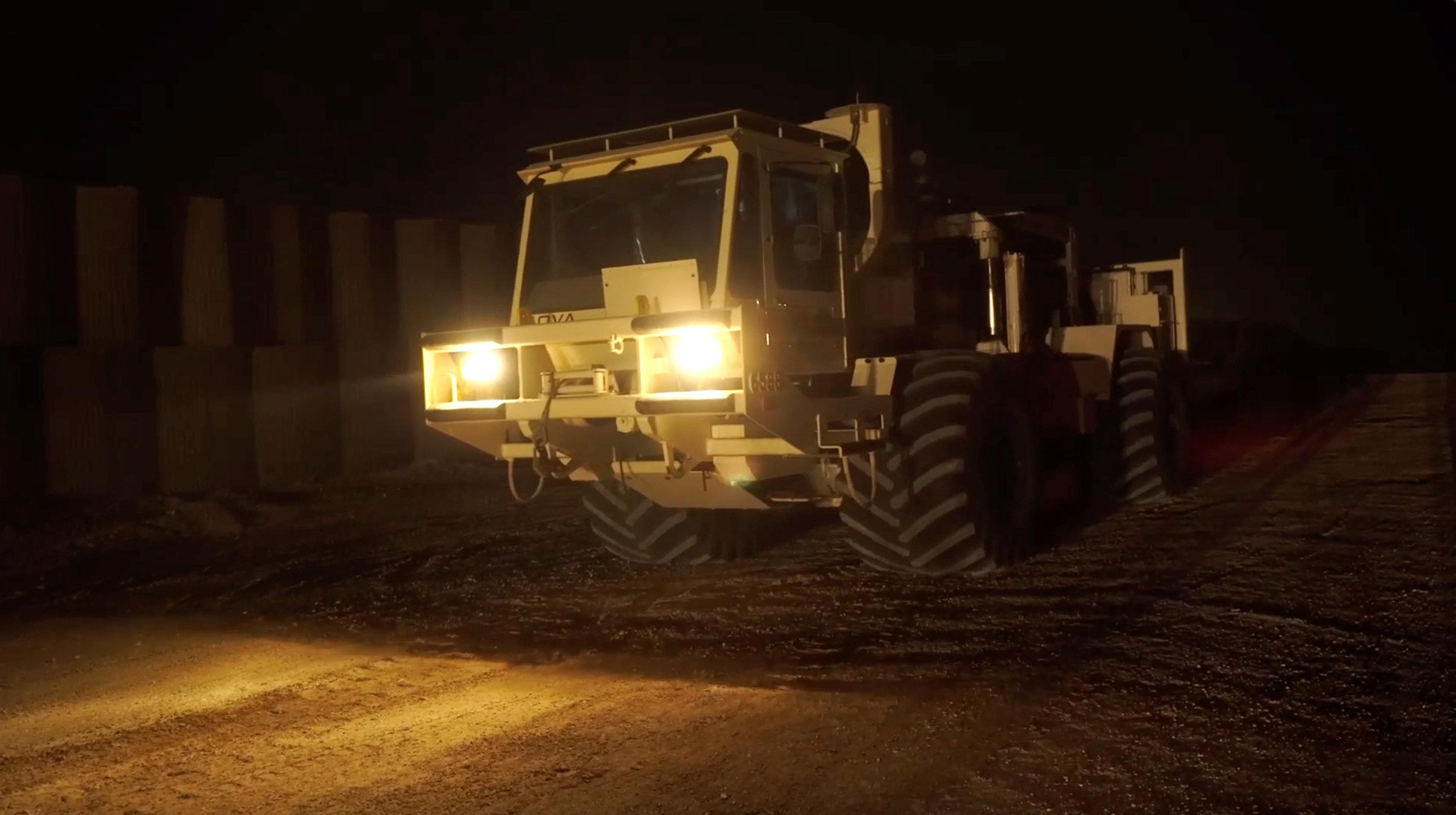 Una de las maquinarias usadas para la destrucción de túneles en un video difundido por la armada israelí (Portavoz de las Fuerzas de Defensa israelíes via REUTERS)
