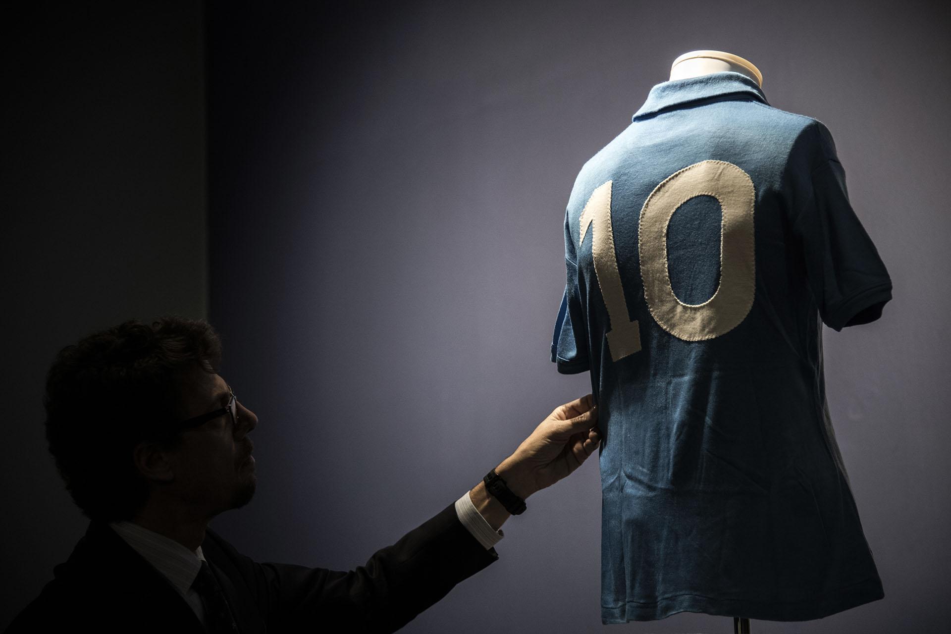 """La espectacular colección lleva el nombre de """"Football Memorabilia""""(Photo by MARCO BERTORELLO / AFP)"""