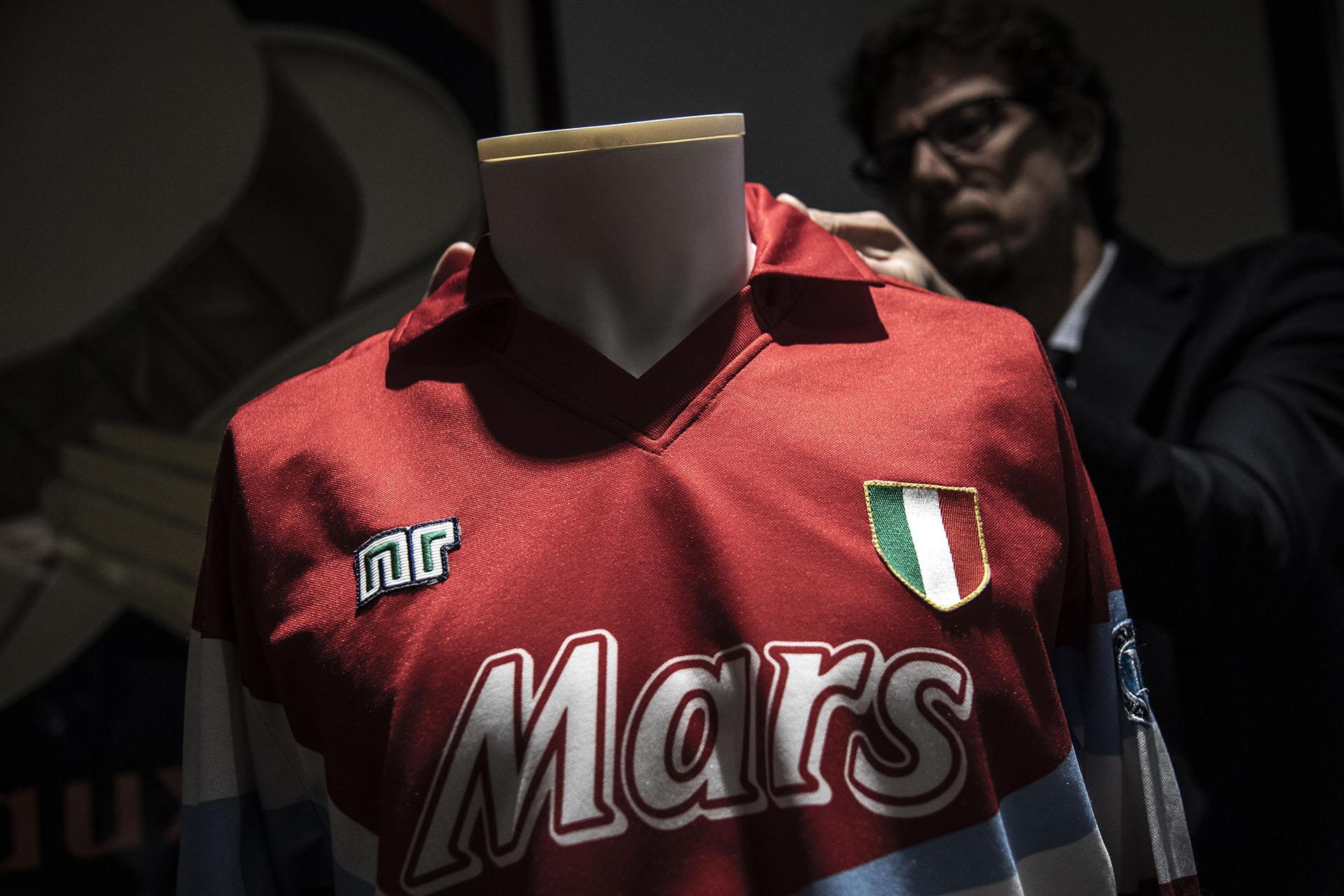 Con la misma marca y otra publicidad, la napolitana luce intacta (Photo by MARCO BERTORELLO / AFP)
