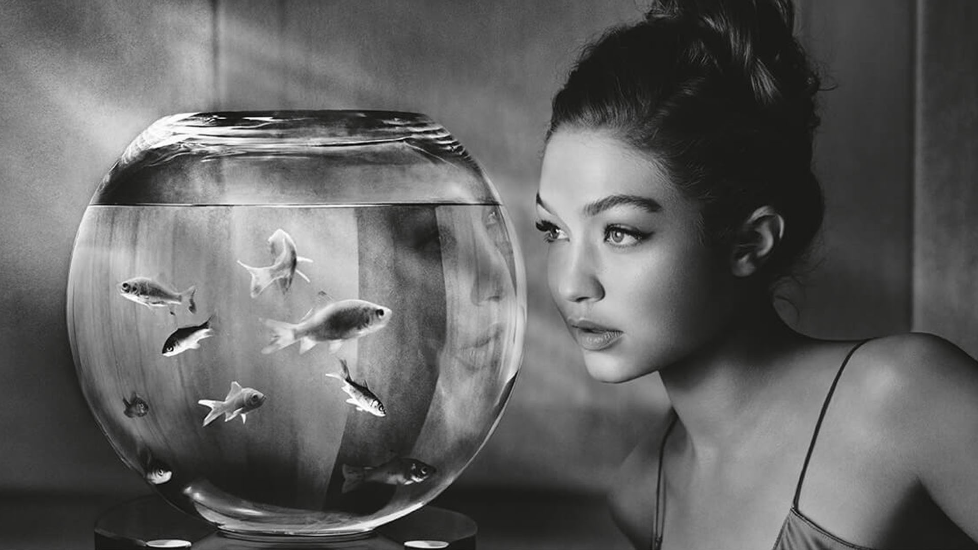 La modelo del momento Gigi Hadid, fotografiada en blanco y negro por Albert Watson