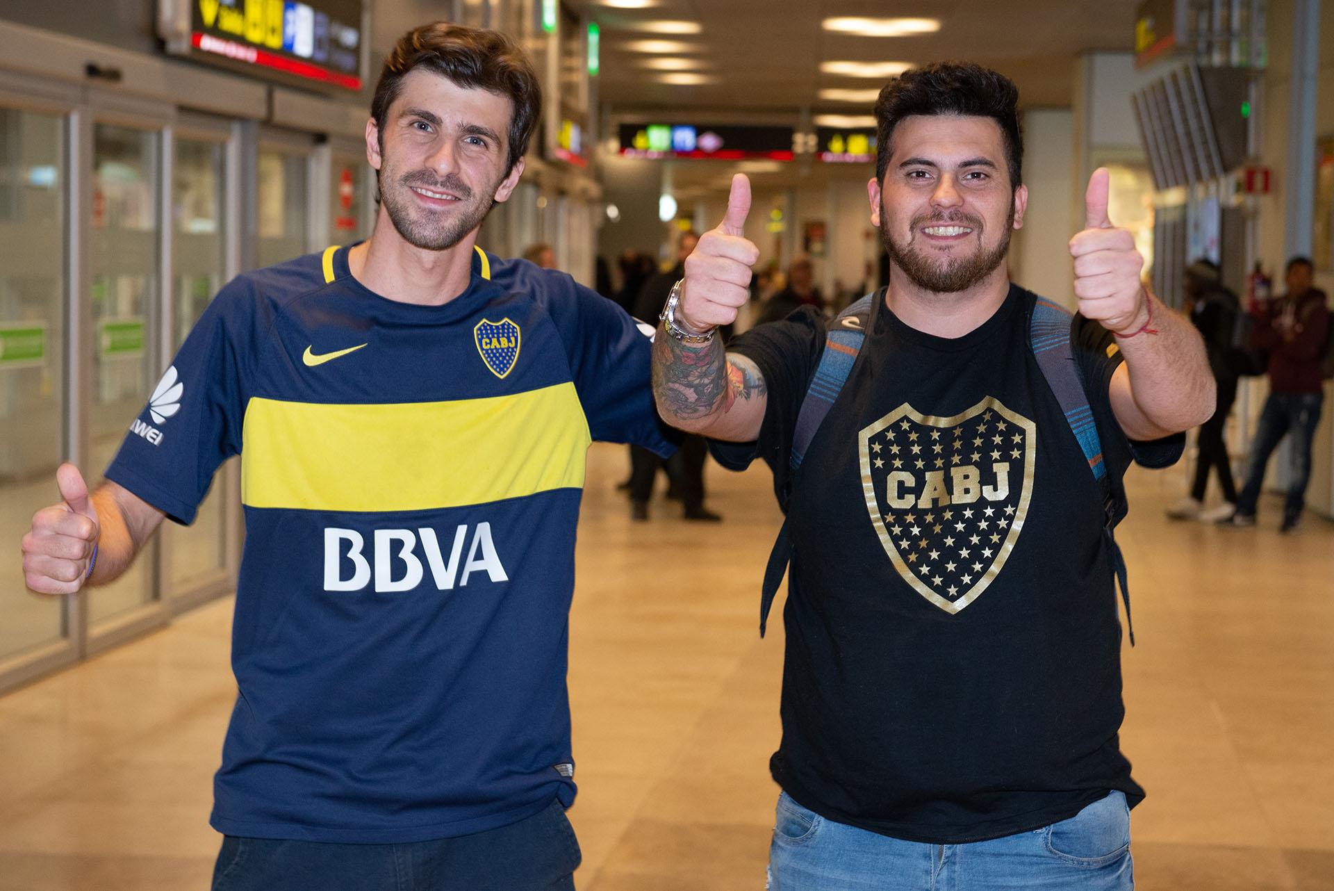 Germán y Gabriel, en su llegada del aeropuerto de Barajas en Madrid para asistir, por fin, a la gran final. (Alejandro Rios)