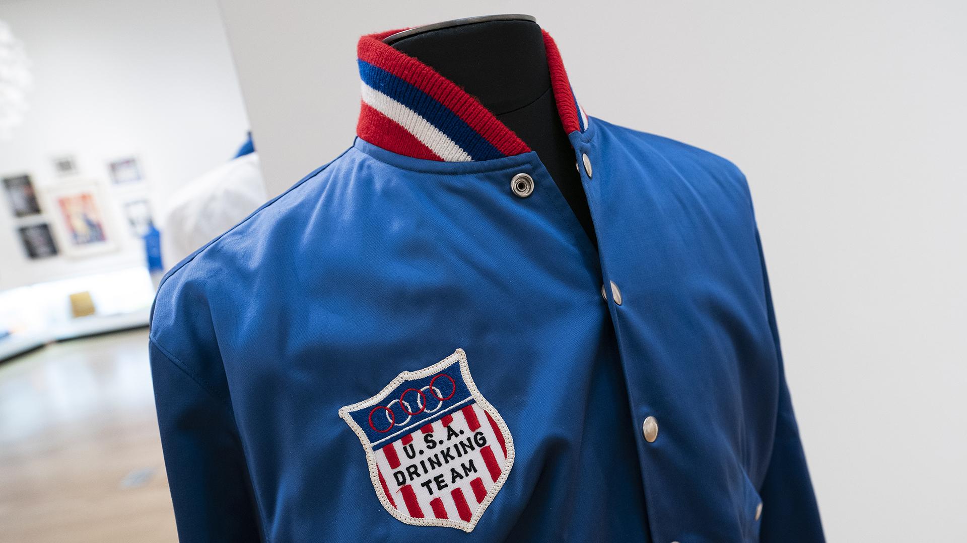 La chaqueta de Frank Sinatra USA Drinking Team (Foto de Don EMMERT / AFP)