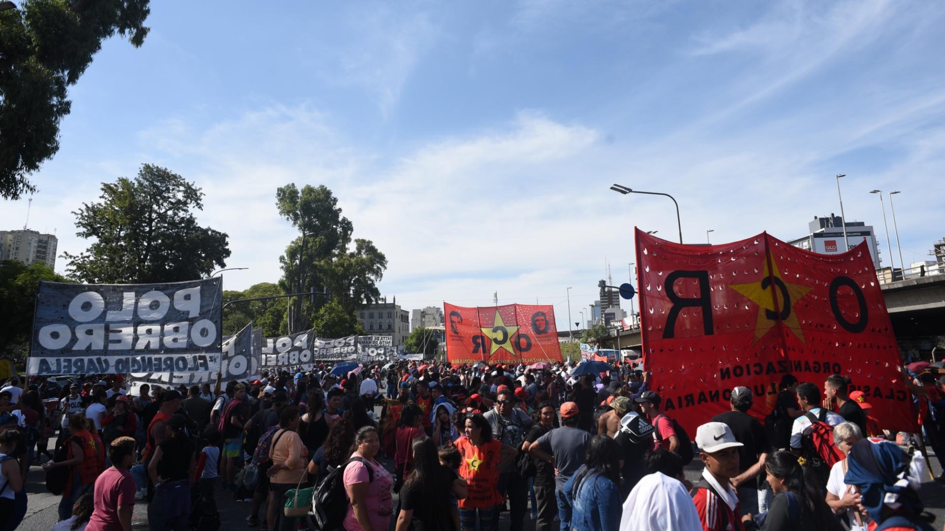 Los manifestantes están cerca de la estación Constitución