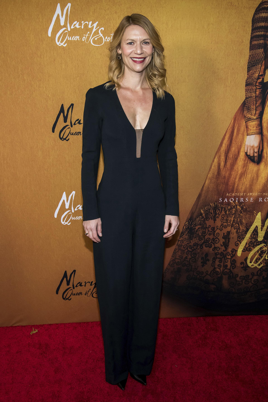 Claire Danes, sobria y elegante en un entero negro