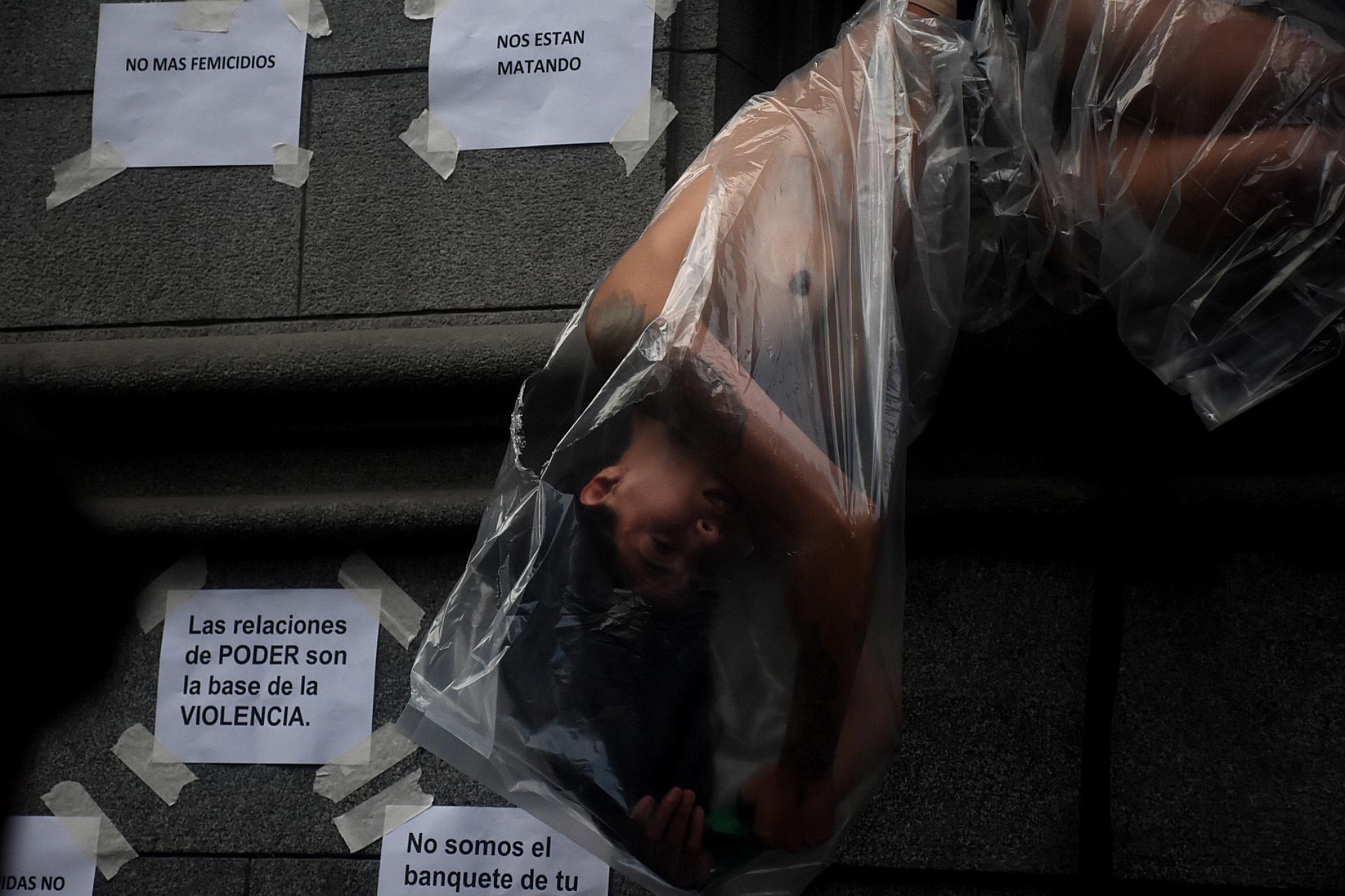 Durante el recorrido hubo diversas expresiones artísticas paraprotestar contra los femicidios en la Argentina