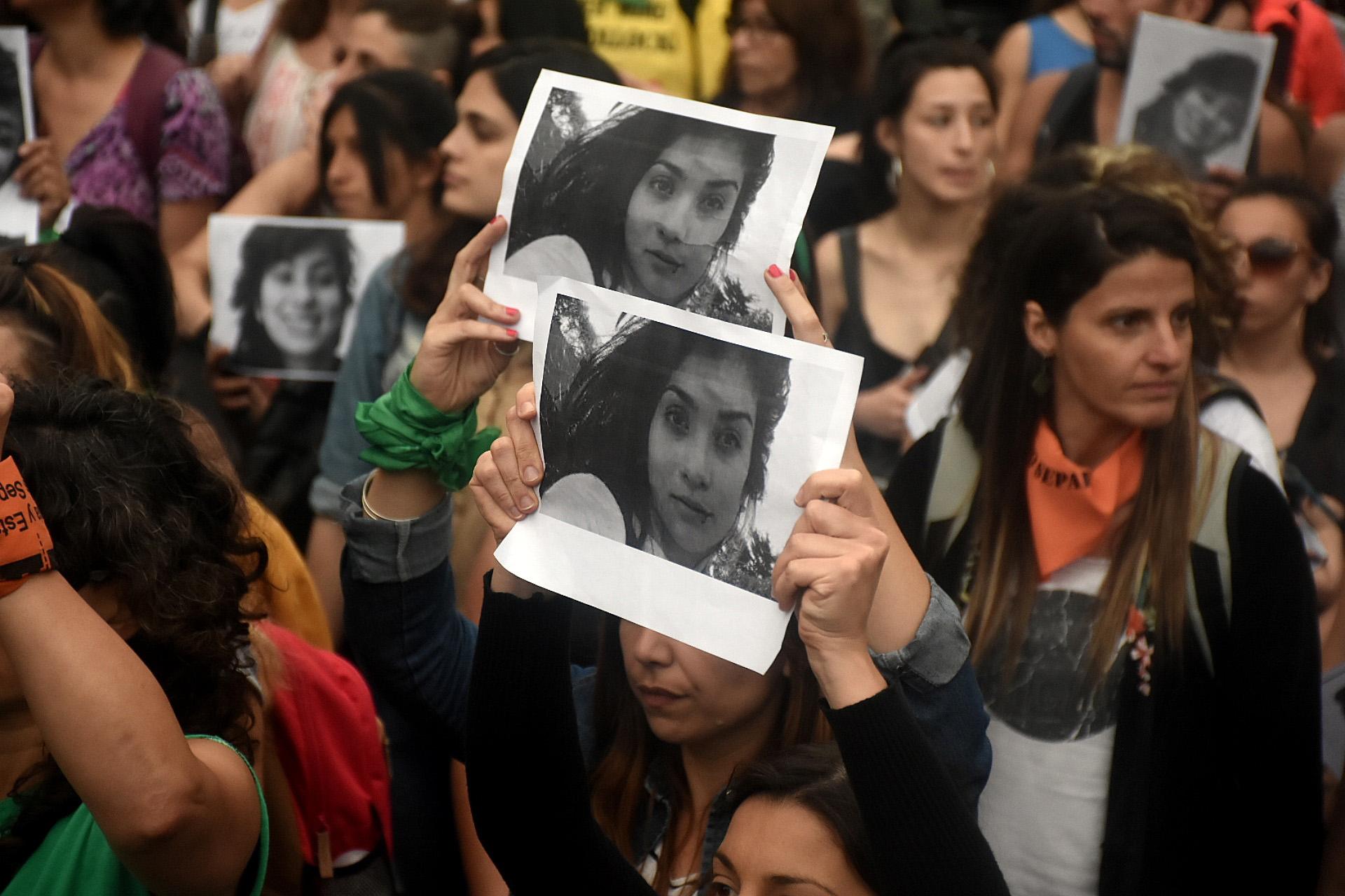Dirigentes sociales, grupos feministas, estudiantes, entre otros, participaron de la marcha