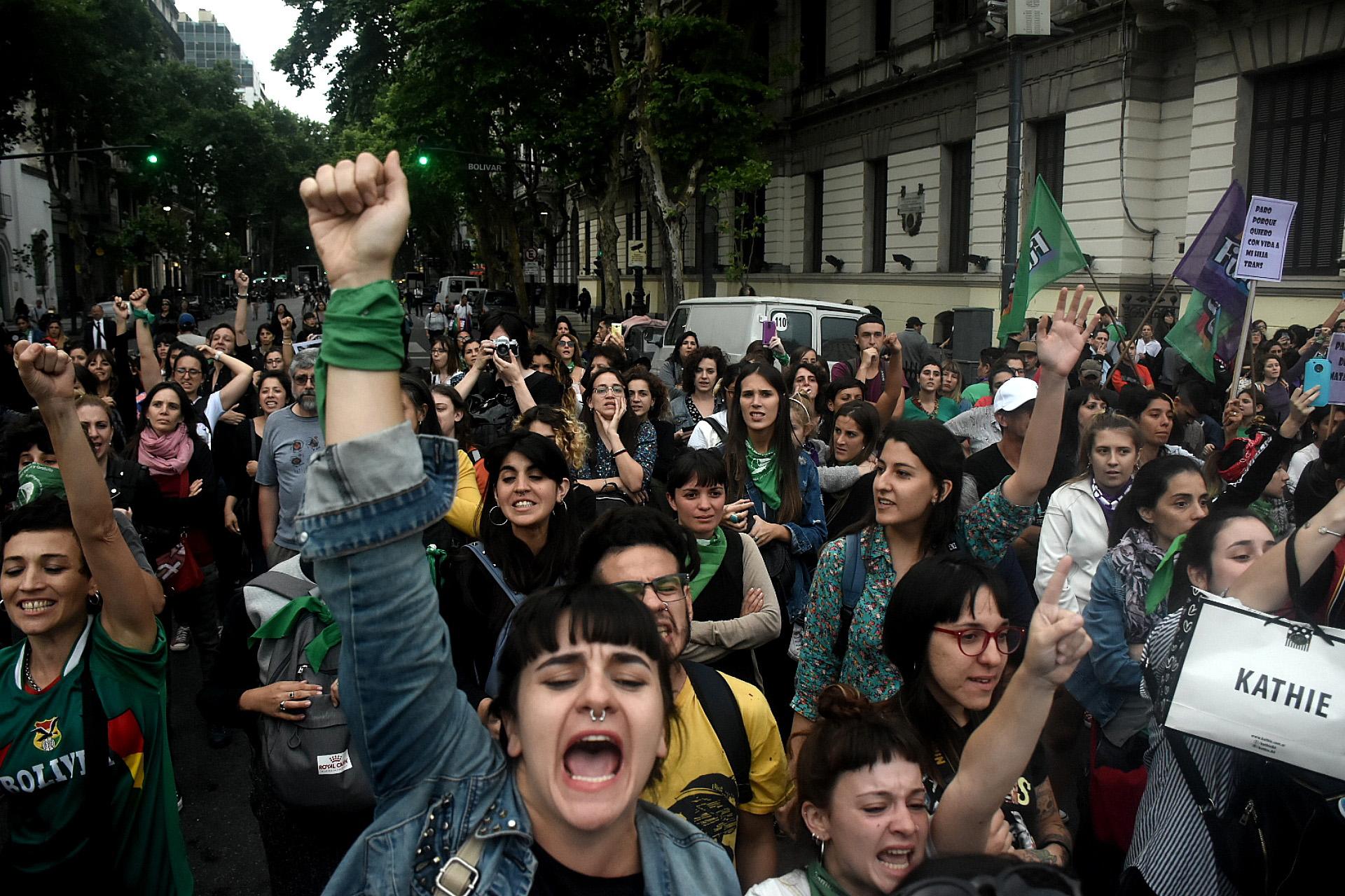 """La convocatoria se realizó a través de las redes sociales bajo la consigna """"Paro Nacional de Mujeres"""" y """"Justicia por Lucía"""""""