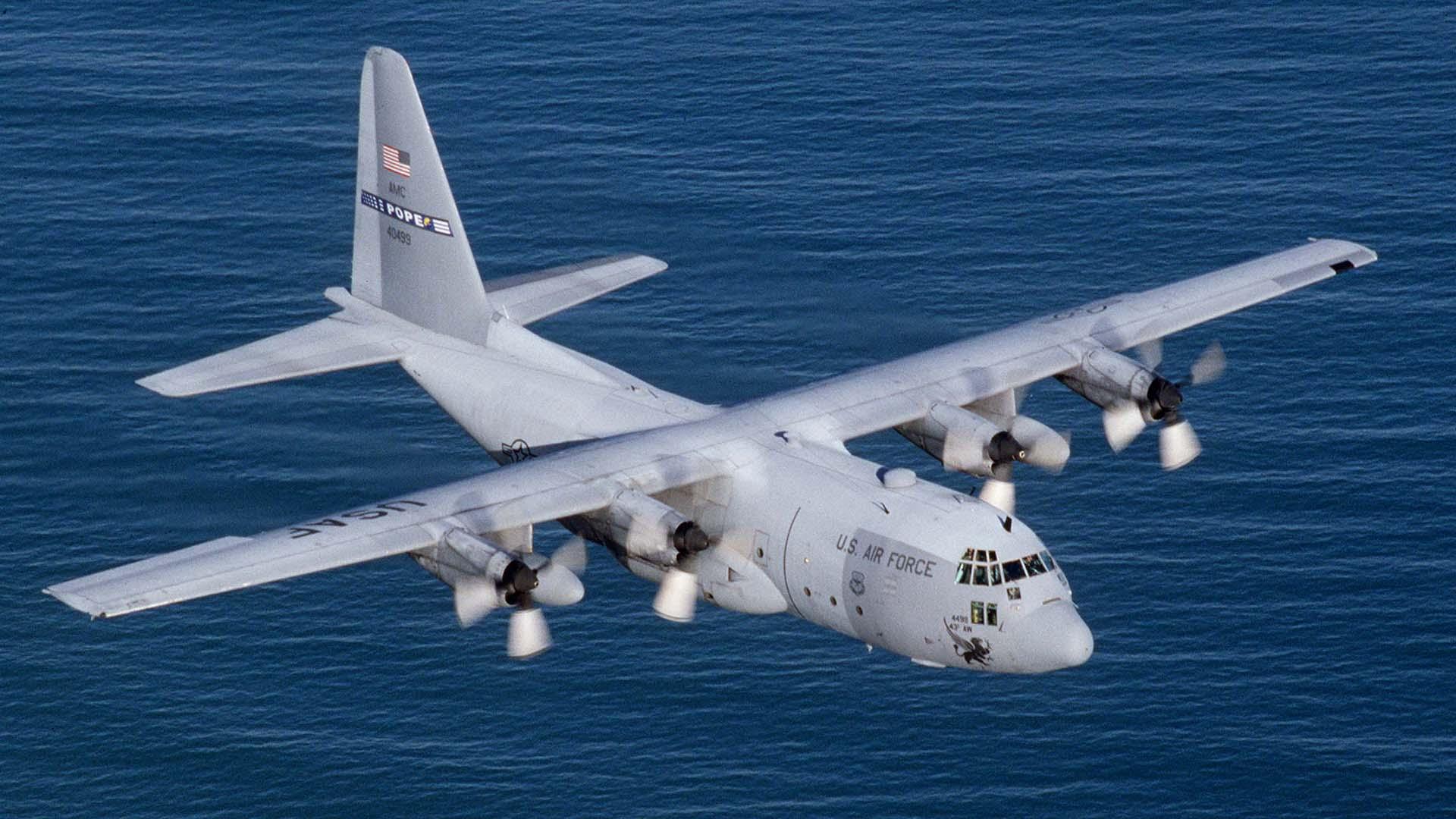 Un avión de reabastecimiento de combustible KC-130 como el accidentado
