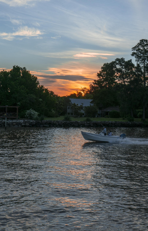 Ir en kayak por el atardecer también es una buena opción para cerrar el día a puro relax.