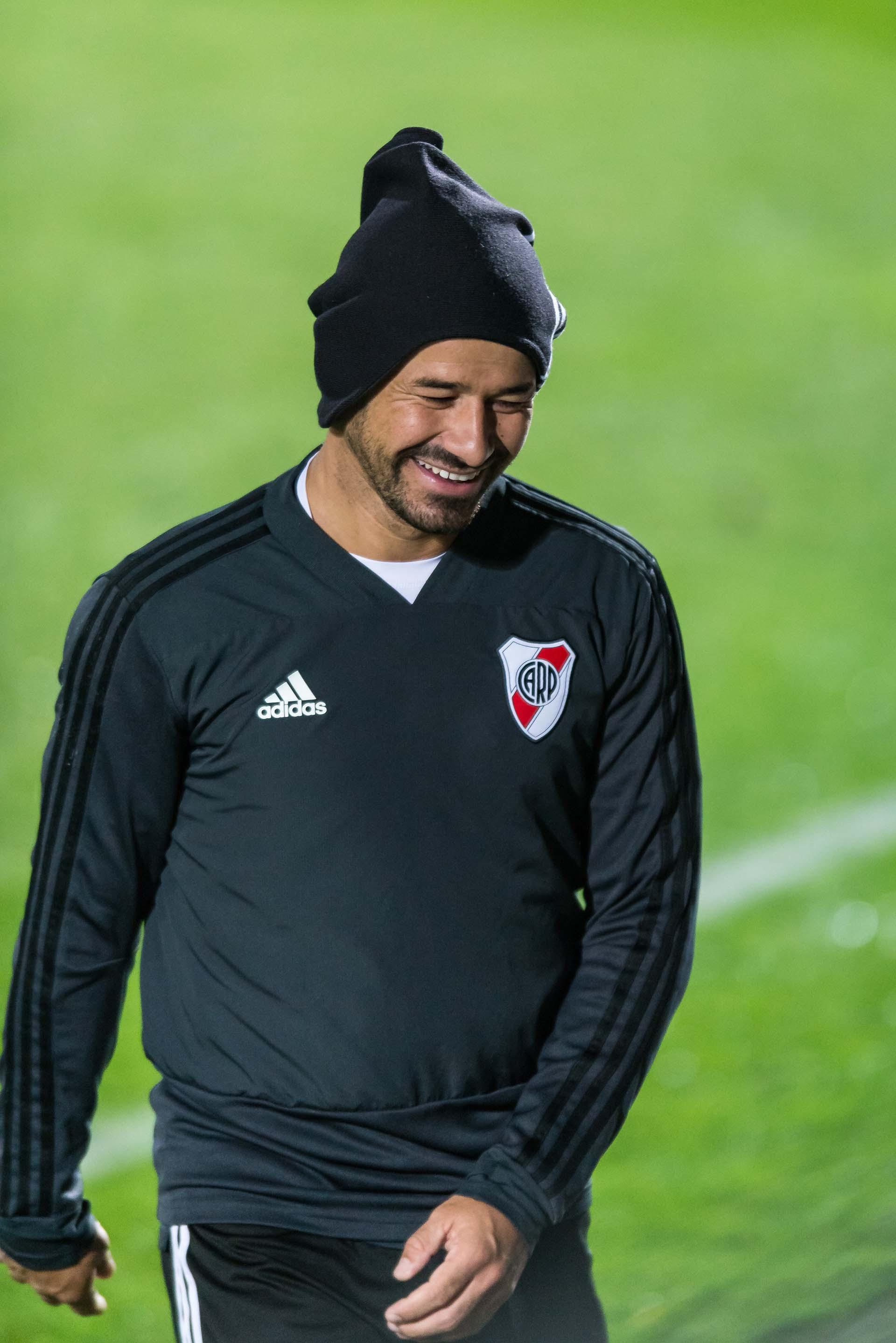 Rodrigo Mora sonríe en el entrenamientoque River protagonizó en el predio del Real Madrid