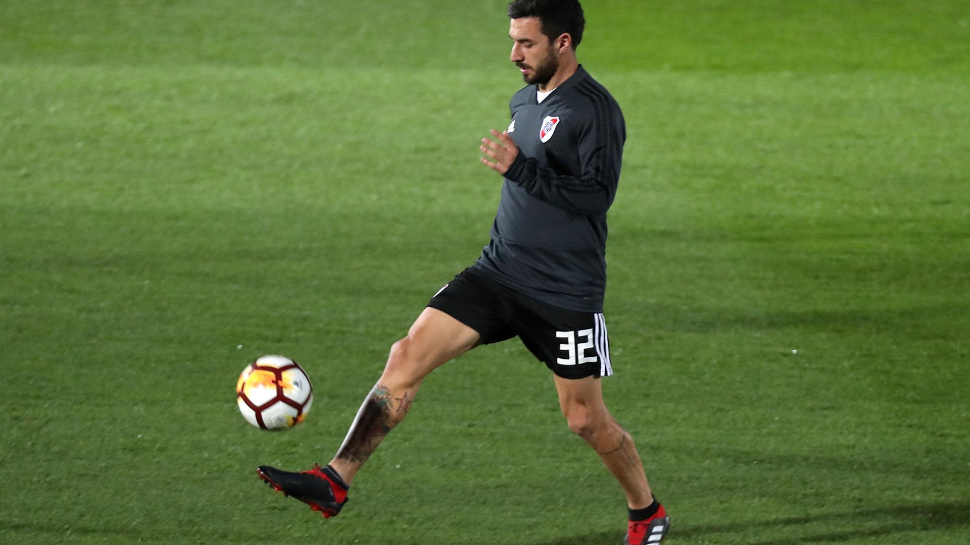 """Scocco, en el entrenamiento del """"Millonario"""" (Foto: REUTERS/Susana Vera)"""