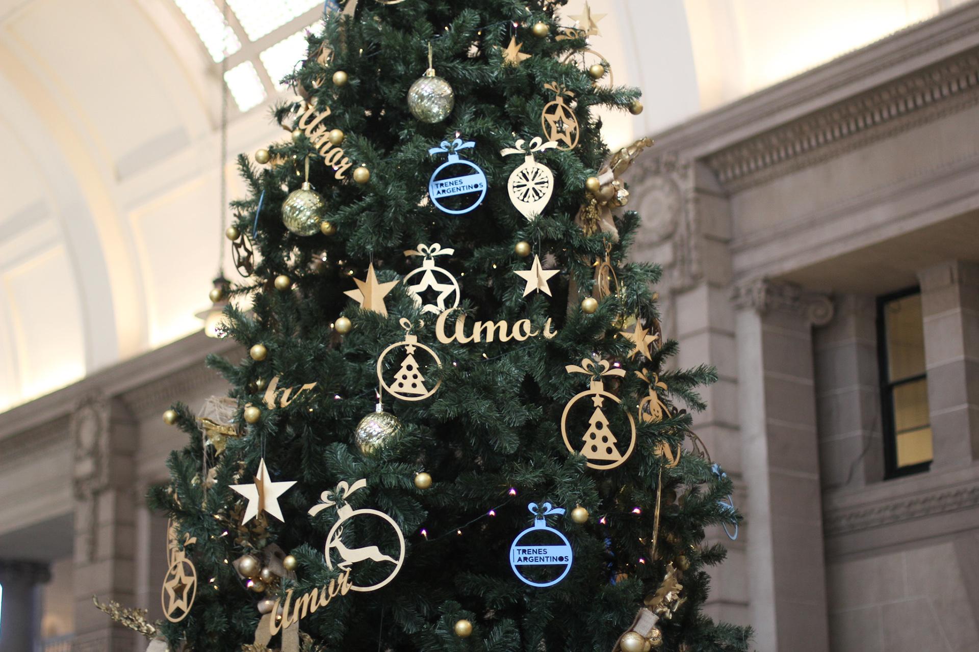 Las decoraciones de los árbolesfueron iguales para los de todas las estaciones