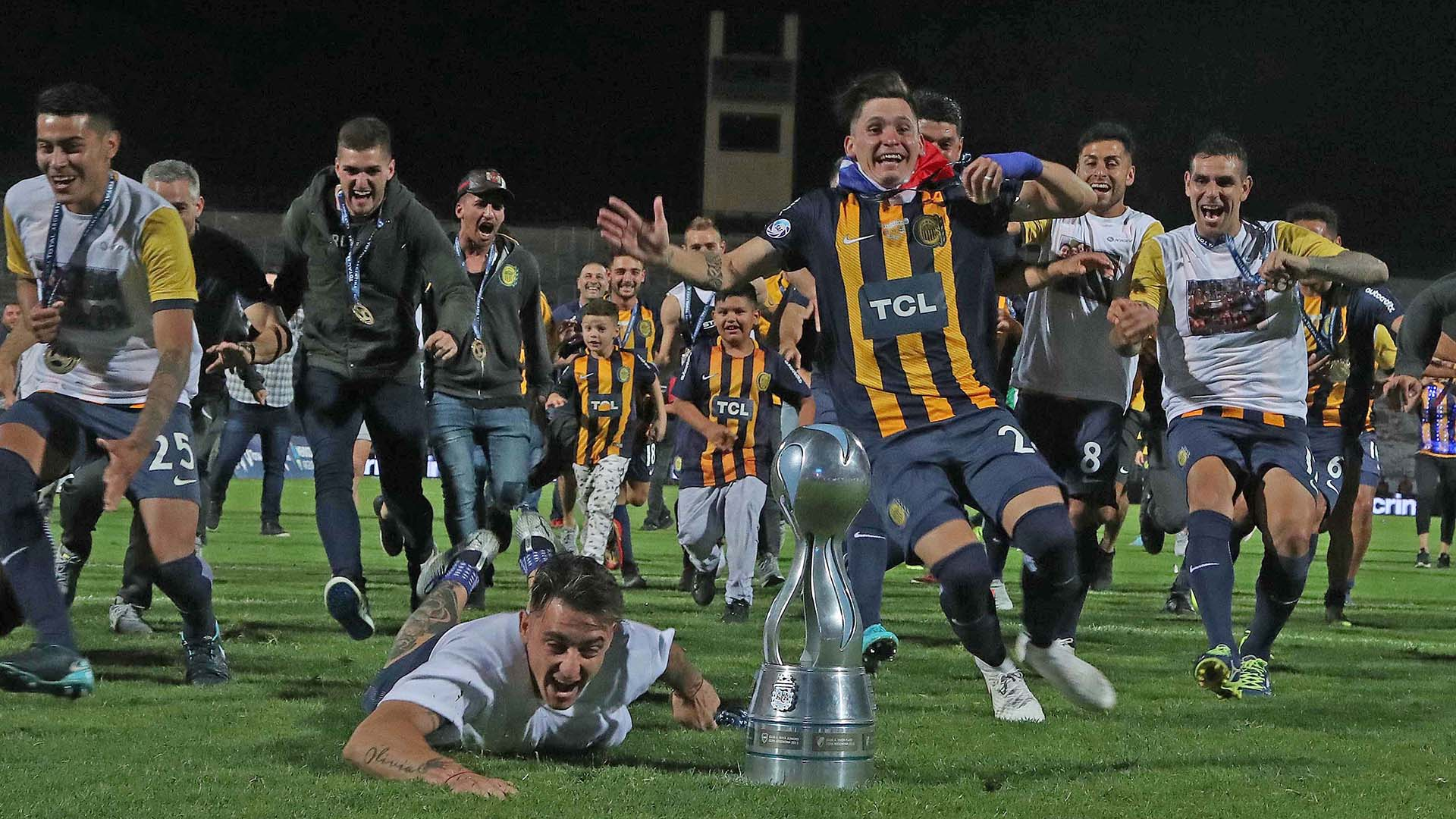 Luego de tres finales frustradas, Rosario Central logró levantar la Copa Argentina al vencer en la definición por penales a Gimnasia y Esgrima La Plata