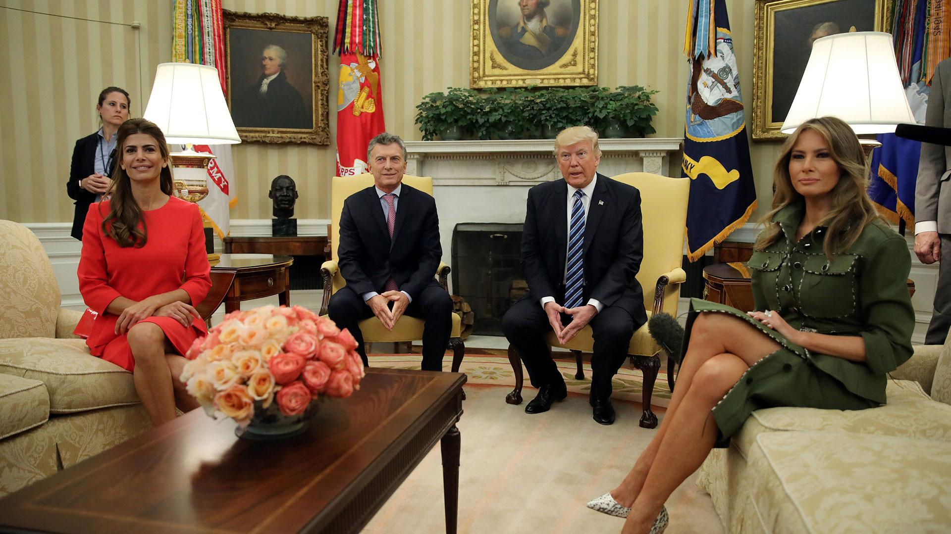 El Partido Demócrata perdió en las elecciones norteamericanas, pero Macri es un hombre de suerte. Aunque apostó por la victoria de Hillary Clinton, tenía una importante relación previa con Donald Trump. A los pocos meses, fue en visita oficial a Washington D.C. con Juliana Awada.