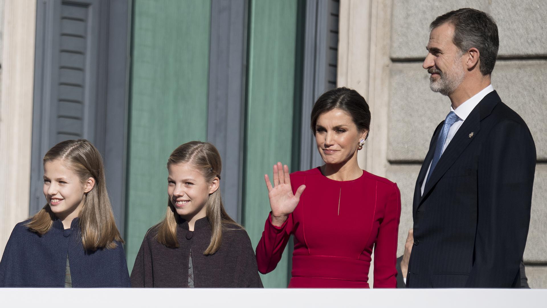 Felipe y Letizia junto a sus hijas Leonor, heredera al trono español, y Sofía
