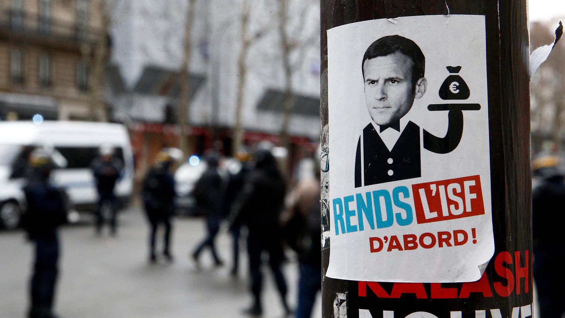 Los manifestantes exigen la renuncia de Macron (REUTERS/Stephane Mahe)