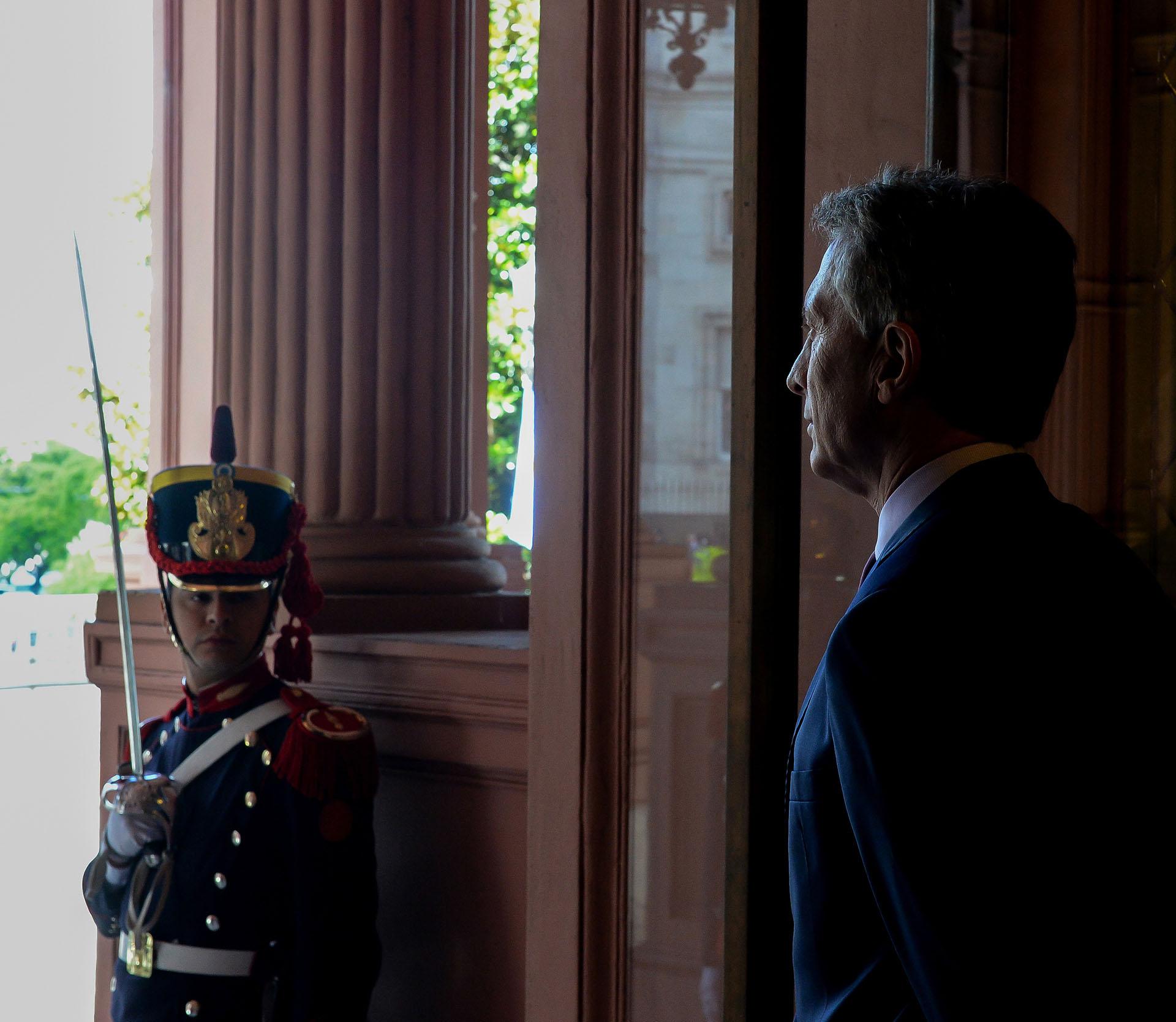 Mauricio Macri y un granadero