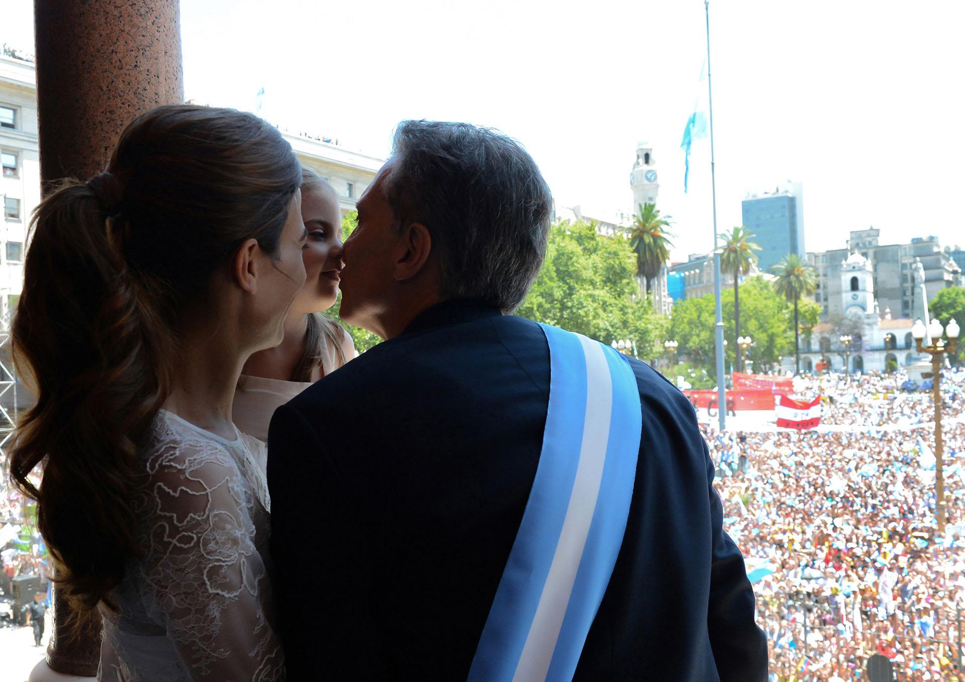 Mauricio Macri con su mujer Juliana Awada y su hija Antonia en la asunción