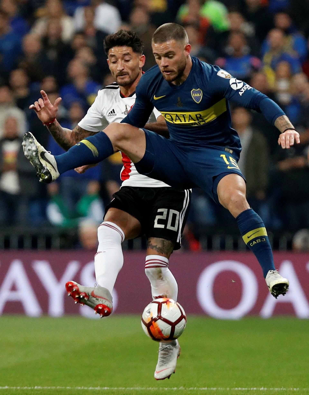 El uruguayo Nández fue de lo mejor de Boca en el primer tiempo