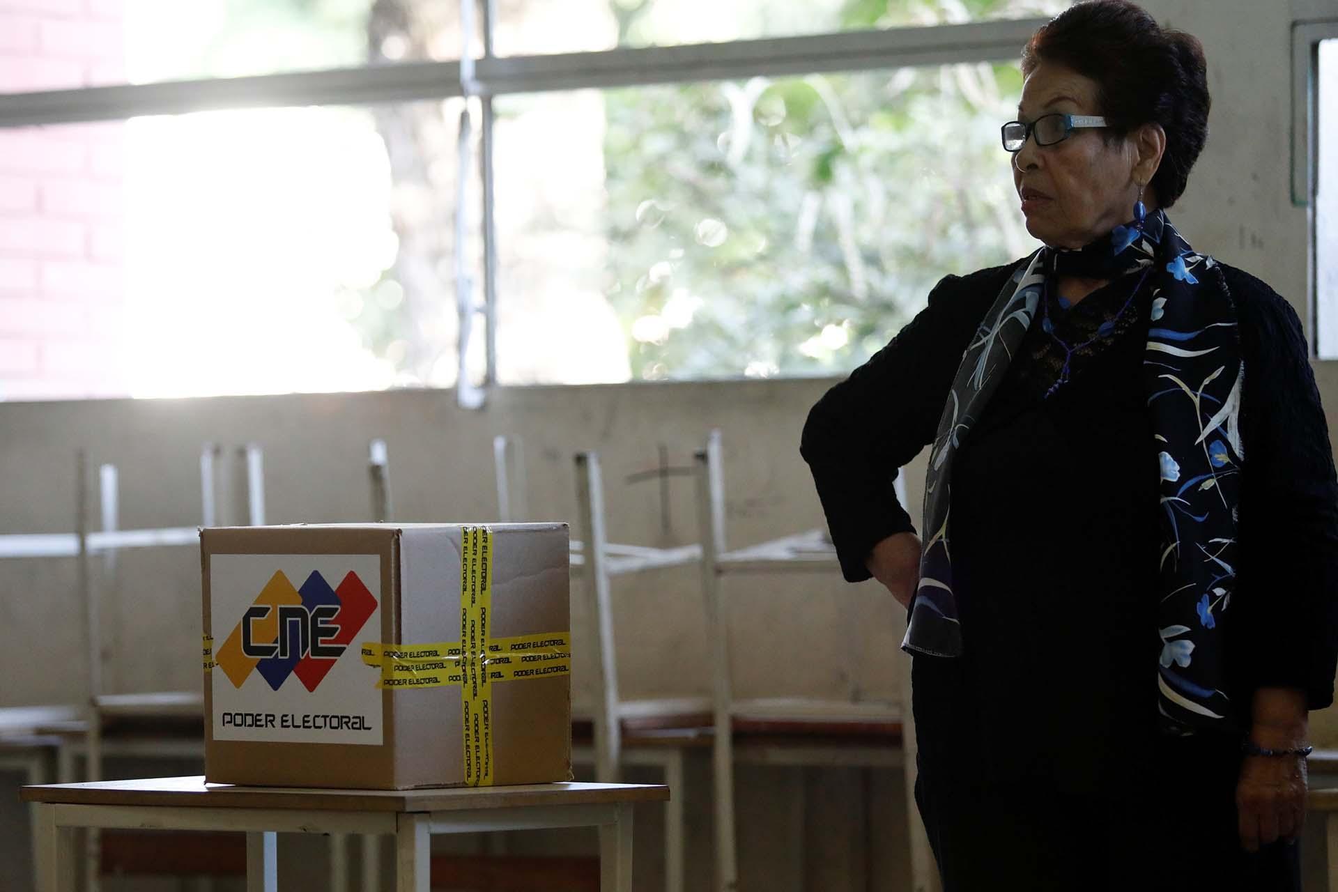 """""""Las 'elecciones' de hoy son una burla que el país no cree, por eso están los centros vacíos, no podrán engañar a los venezolanos ni al mundo; @NicolasMaduro es un dictador. Pronto llegará el momento donde tendremos unas elecciones libres donde sí podremos elegir y ser respetados"""", dijo el coordinador de PJ, el diputado Julio Borges, en Twitter"""