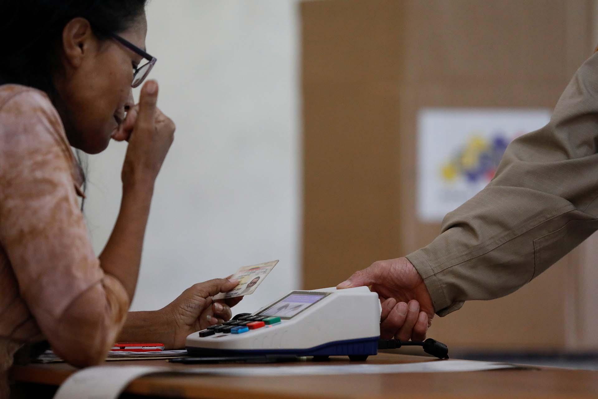 Los opositores han mostrado fotos durante todo el día de cómo se encuentran los centros de votación en el interior del país, en su gran mayoría vacíos