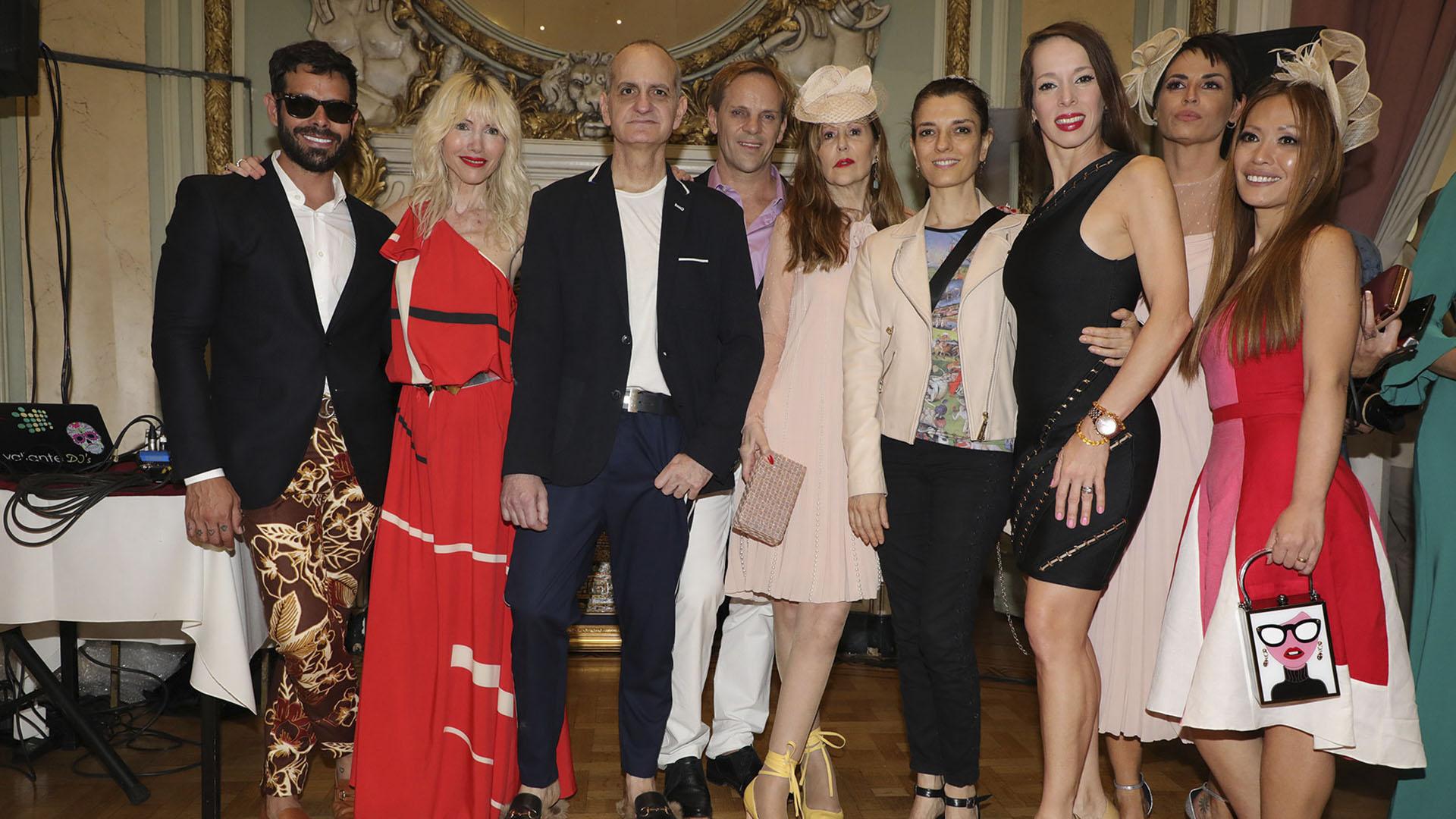 Algunos de las famosos que no quisieron perderse el gran desfile fueron Mariano Caprarola, Roxana Harris, María Socas y Victoria Onetto