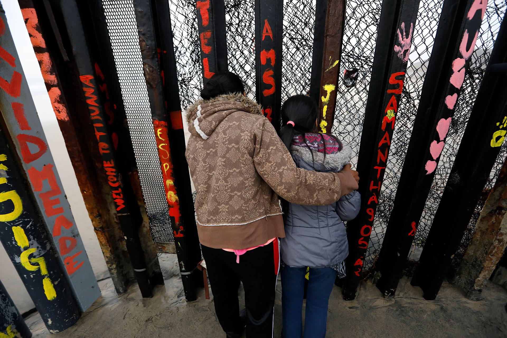 """La semana pasada, la Oficina de Aduanas y Protección Fronteriza dijo que el sector de San Diego había experimentado """"un aumento ligero"""" en el número de familias que ingresaban ilegalmente a los Estados Unidos con el objetivo de pedir asilo"""
