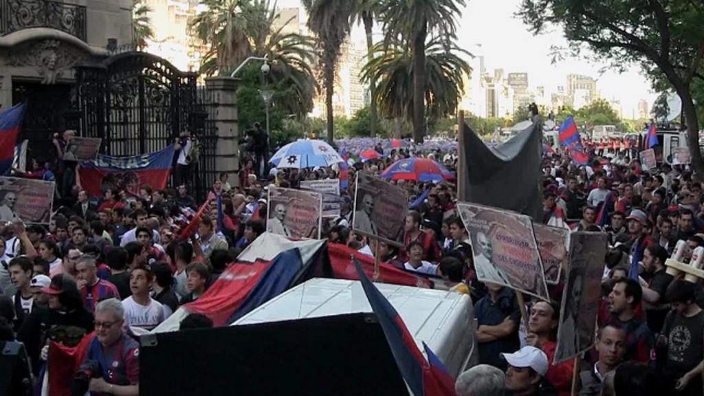 VAB - marcha a embajada de francia0 BAJA