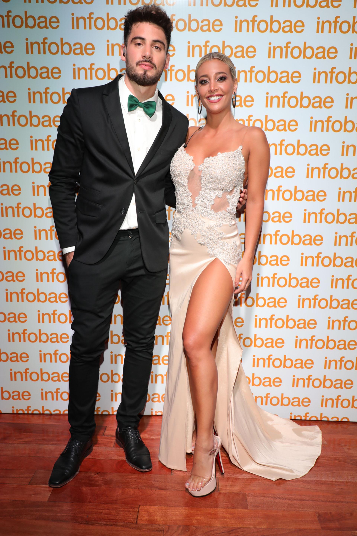 Sol Pérez y Nico Occhiato. El conductor masculino de la premiación eligió un black tie con detalle de moño en verde esmeralda