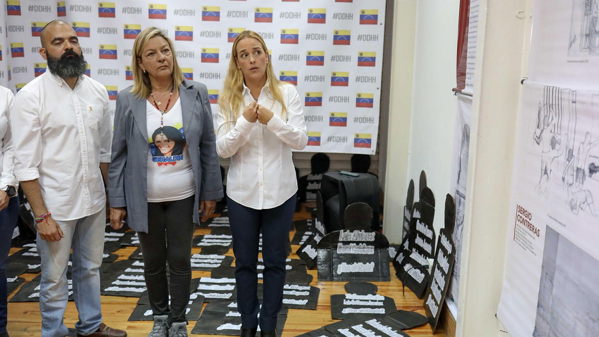 La exposición fue construida con aportes de abogados y familiares de las víctimas (EFE)