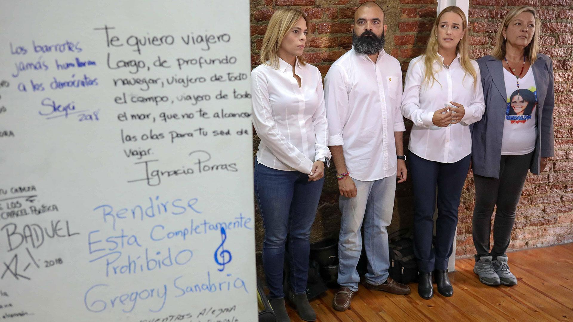 También se exponen mensajes de presos políticos y torturados del régimen de Maduro (EFE)