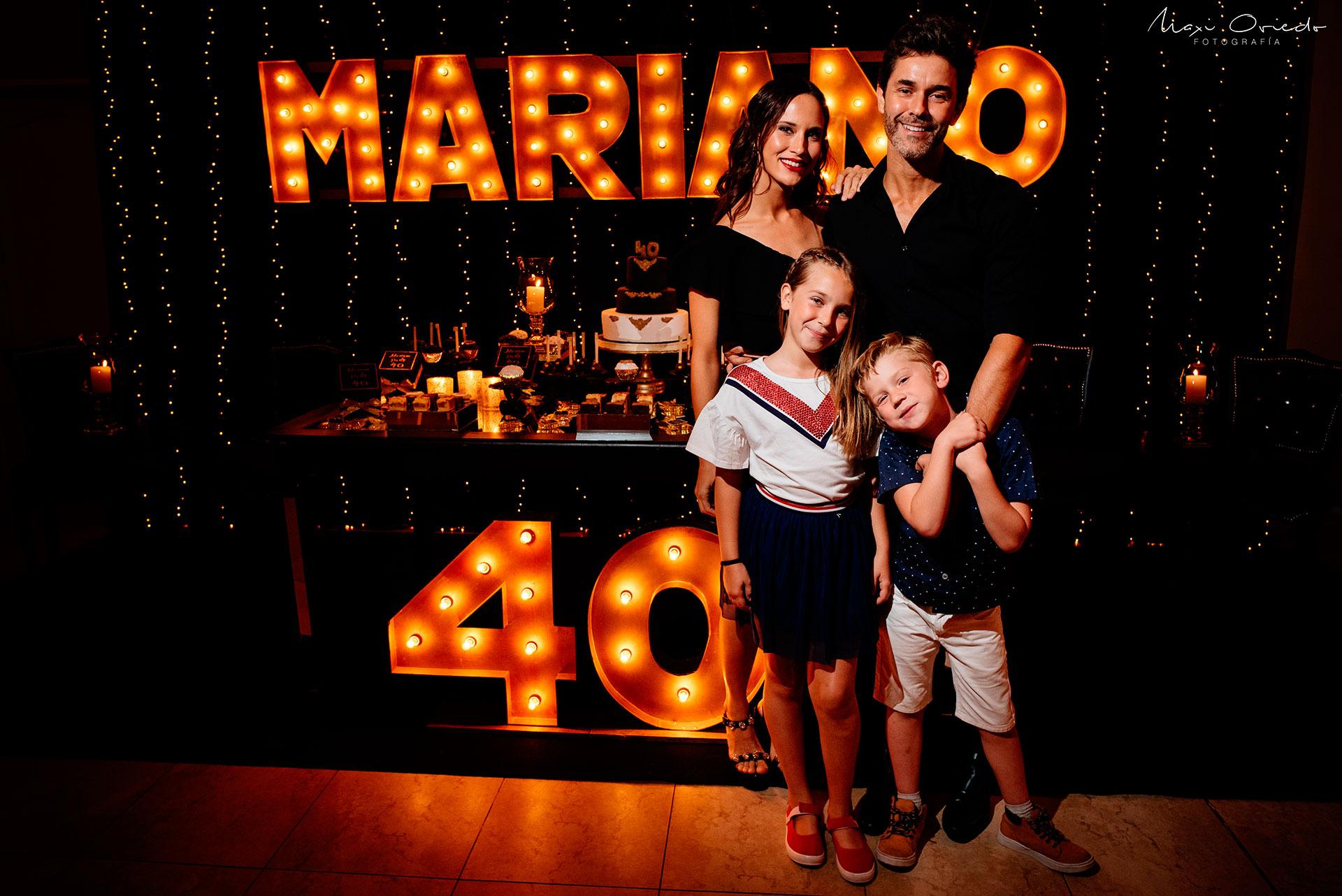 Mariano con Olivia (9) y Milo (5) (de su matrimonio con la modelo Juliana Giambroni) y Camila Cavallo (23), su novia.