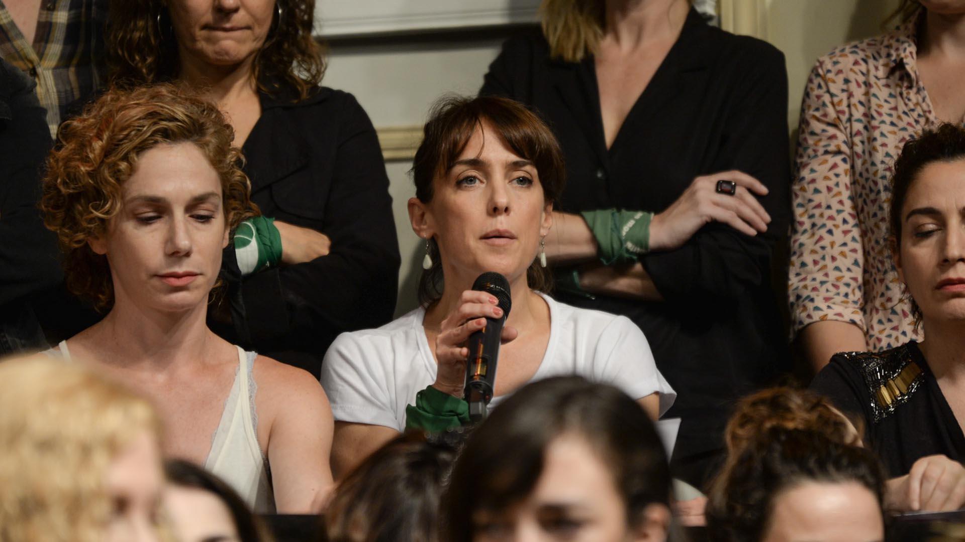 La actriz y directora Jazmín Stuart también leyó un fragmento del comunicado