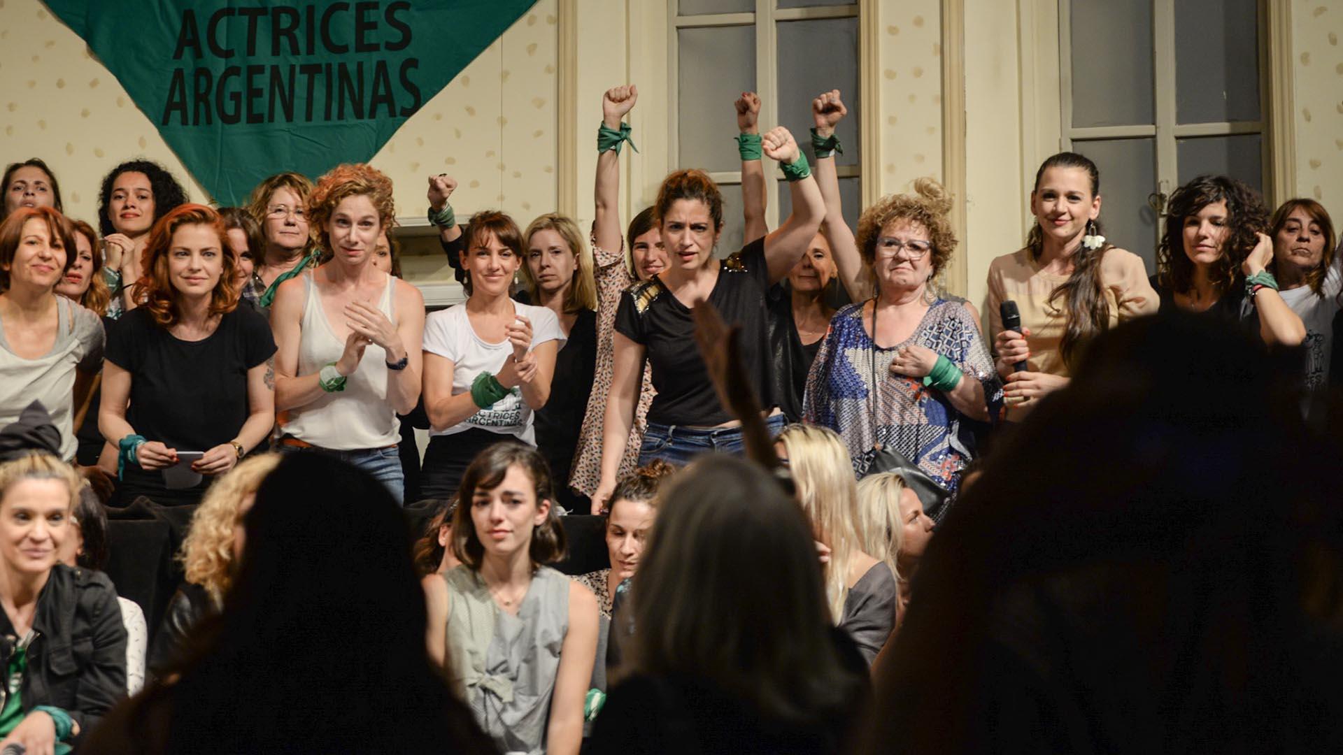 Las actrices también agradecieron a algunas integrantes de la Campaña por el Aborto Legal, Seguro y Gratuito que estaban presentes en la sala