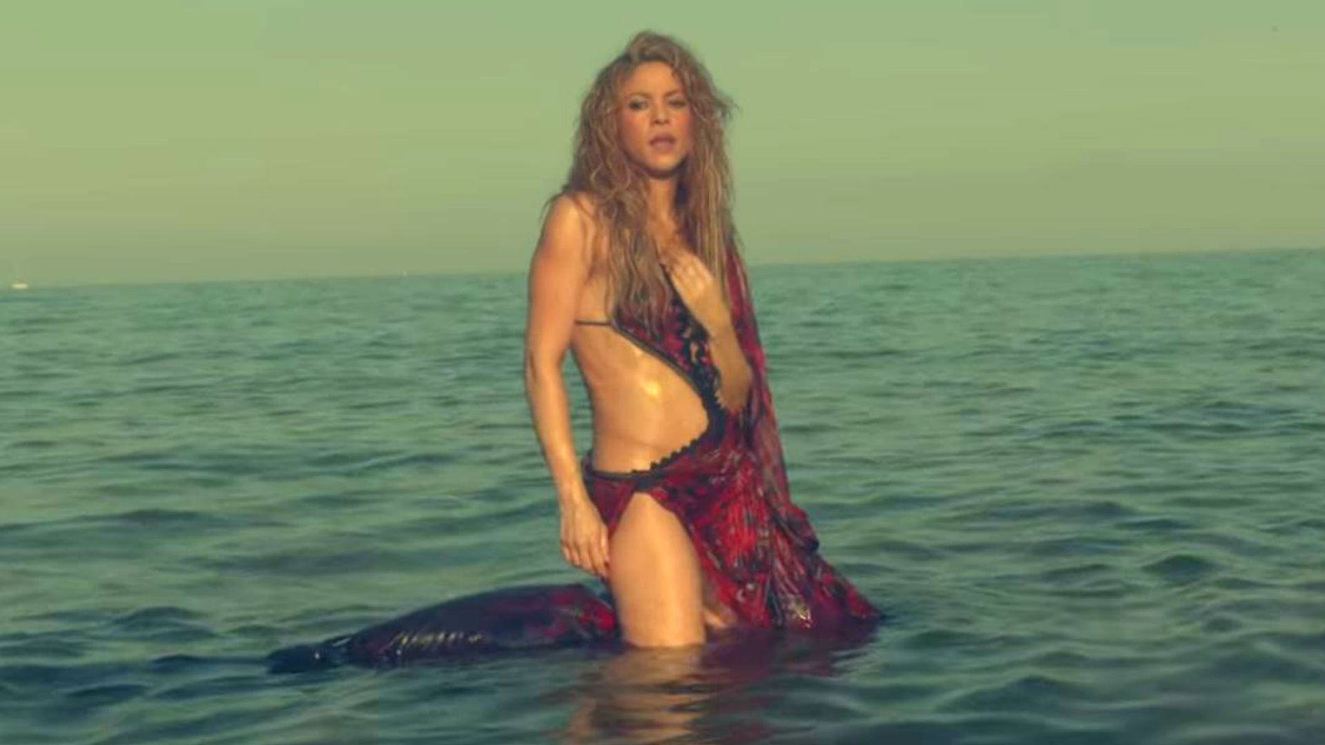 El vientre plano que había recuperado la cantante volvería a perderse (Foto: YouTube Shakira)
