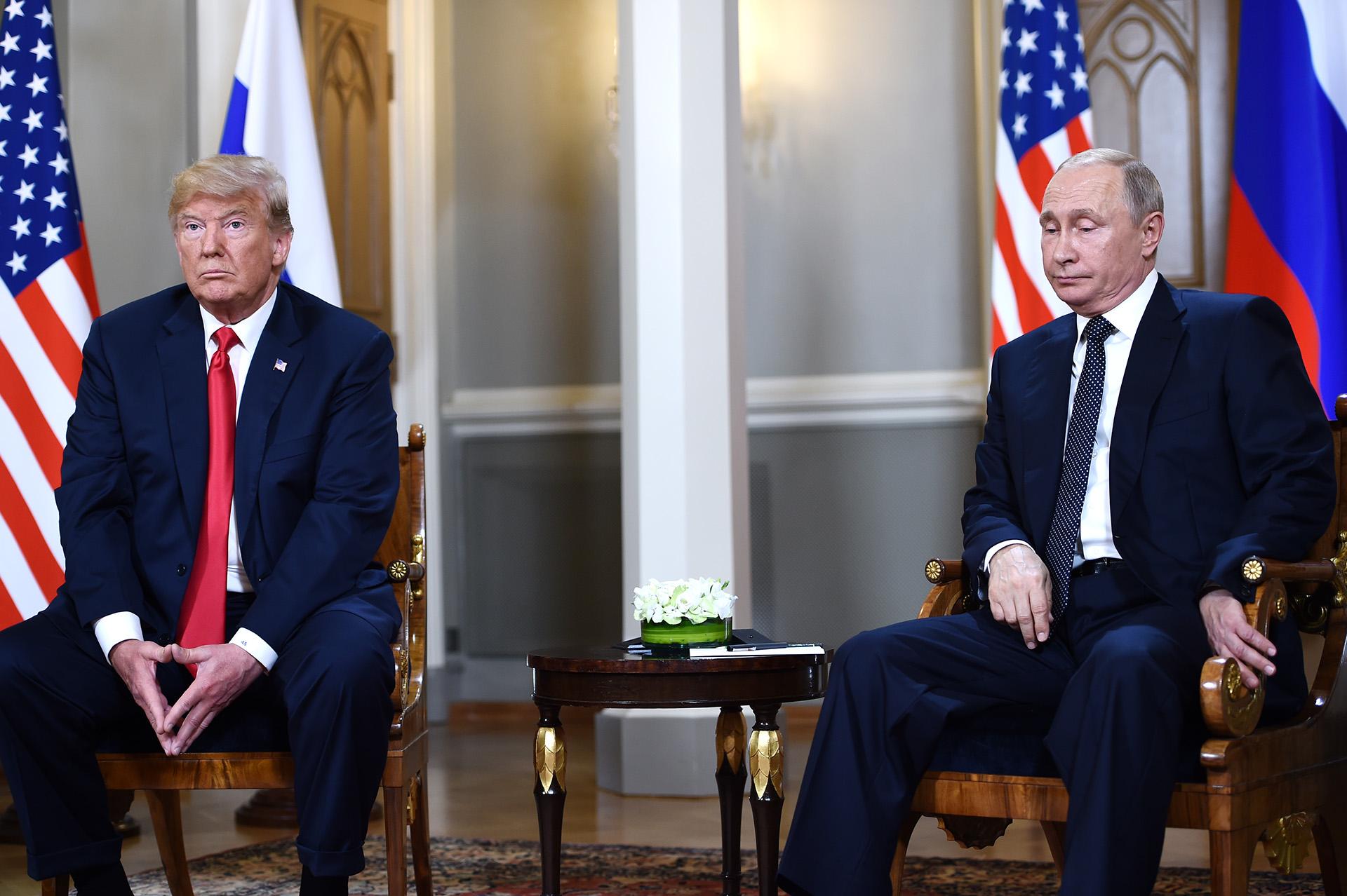 El presidente ruso Vladimir Putinjunto a Donald Trump en la cumbre celebrada en Helsinki, Finlandia, el pasado 16 de julio (Brendan SMIALOWSKI / AFP)