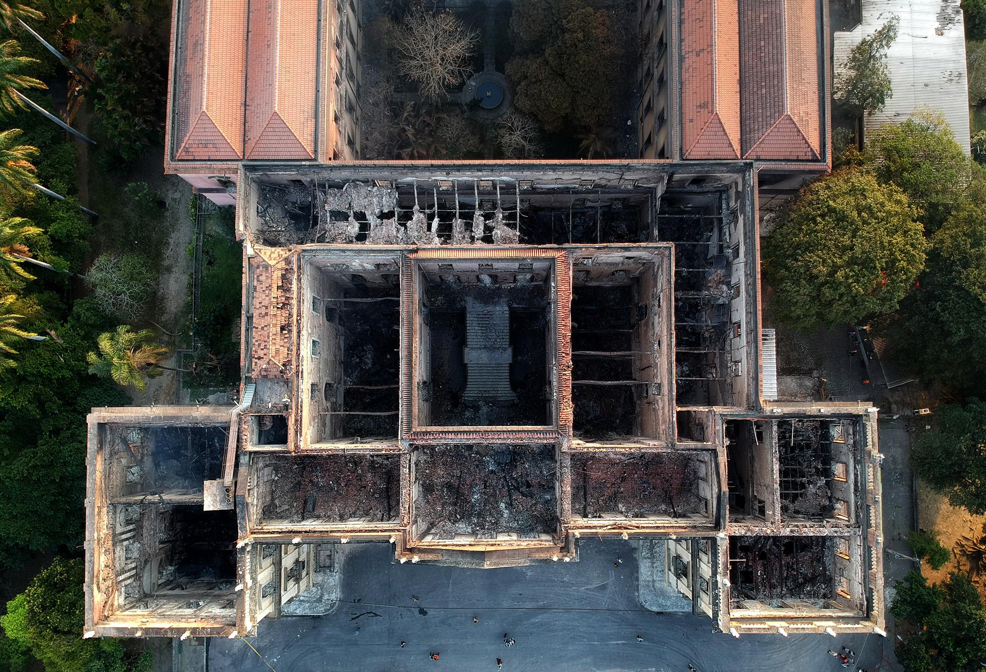 Imagen aérea del Museo Nacional de Río de Janeiro luego del incendio que lo destrozó el 3 de septiembre (Mauro Pimentel / AFP)