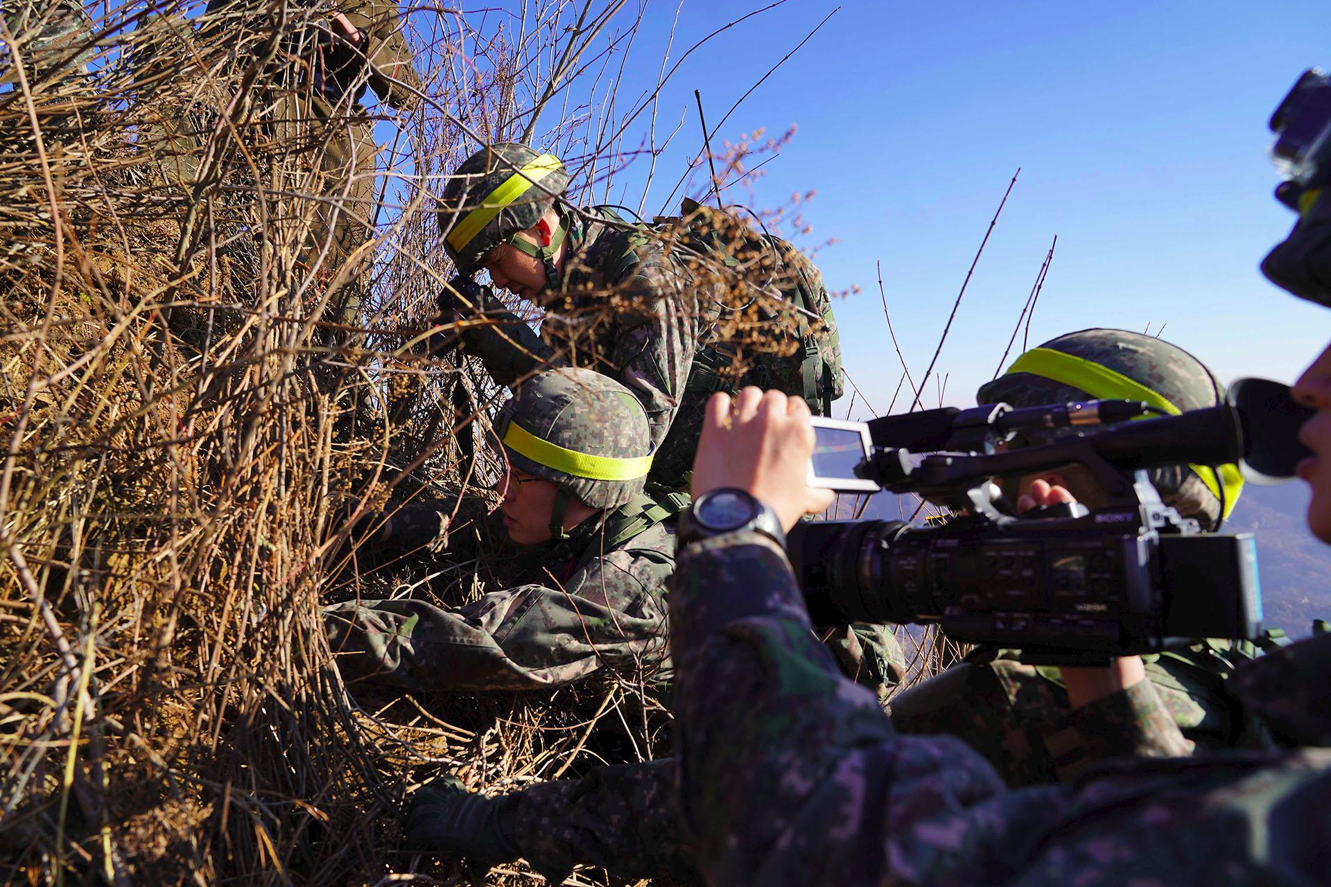 La inspección de Cheorwon por parte de soldados surcoreanos. (AFP)