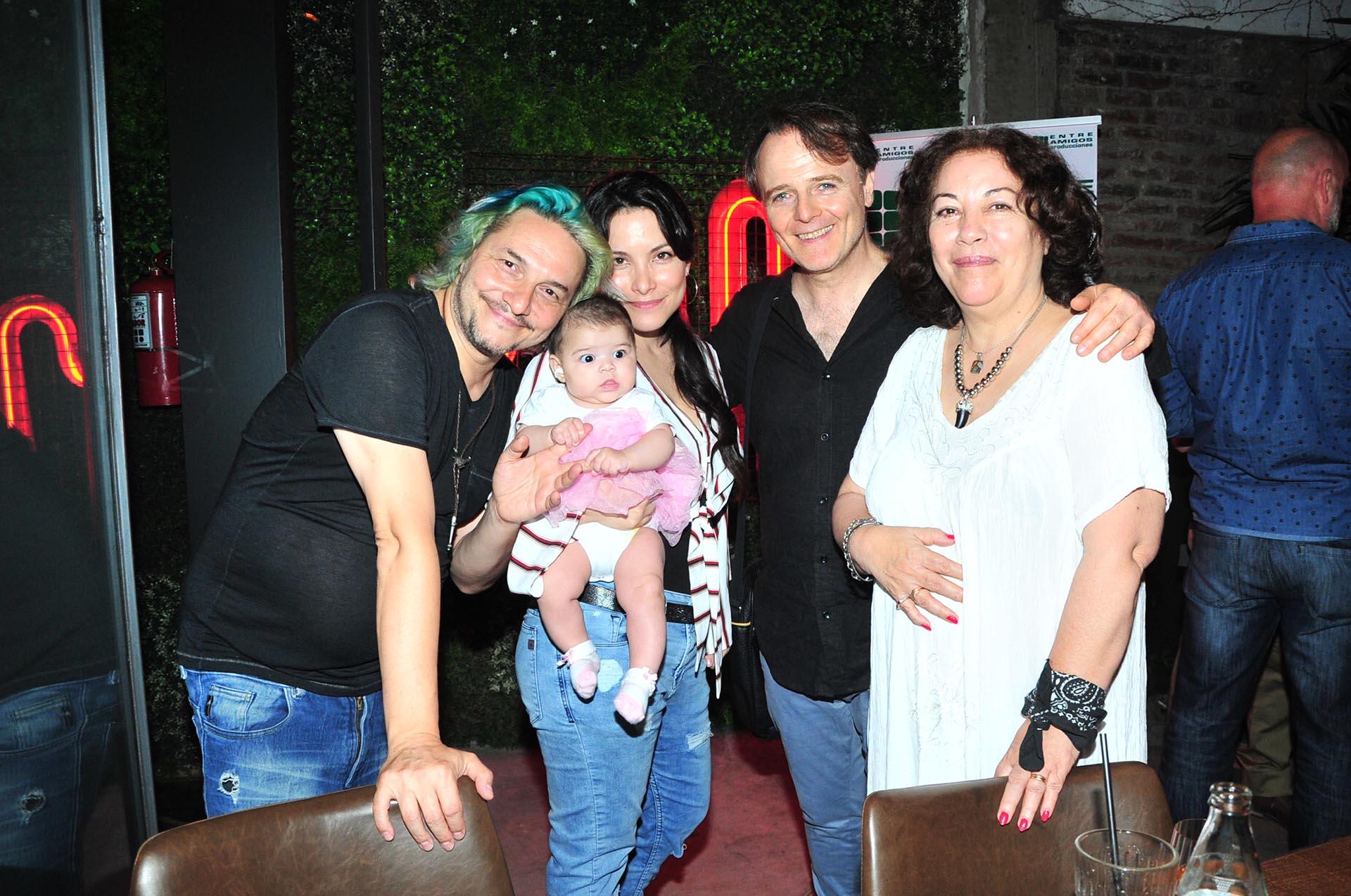 José Cicala, Griselda Sánchez, la pequeña Ginna, Luis Machín y Eva Gómez
