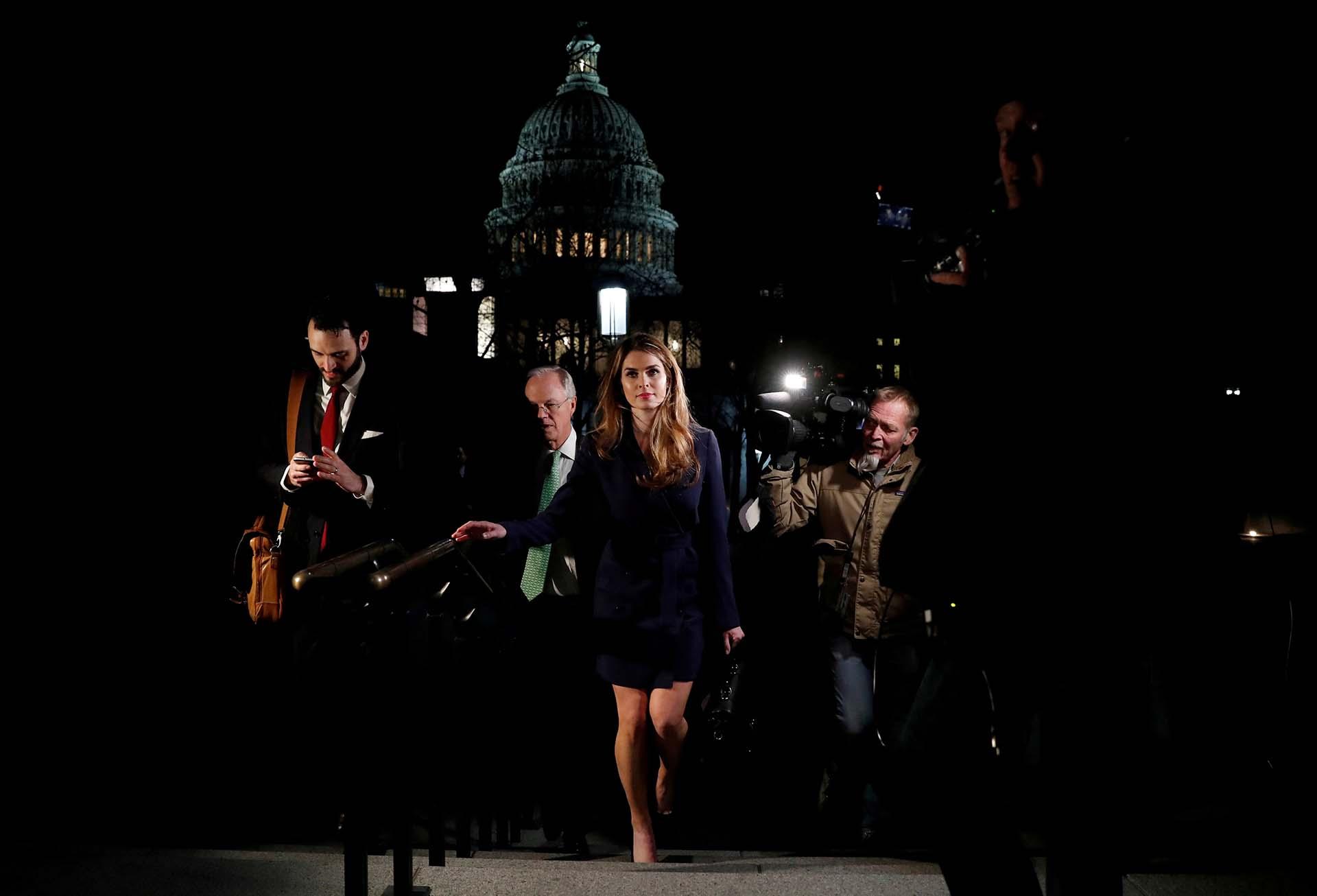 Hope Hicks, ex directora de Comunicaciones de la Casa Blanca,se retira de la Cámara de Representantes de EEUU tras declarar ante un comité sobre la trama rusa el 27 de febrero de 2018. Un día después presentó su renuncia al gobierno de Donald Trump (REUTERS/Leah Millis)