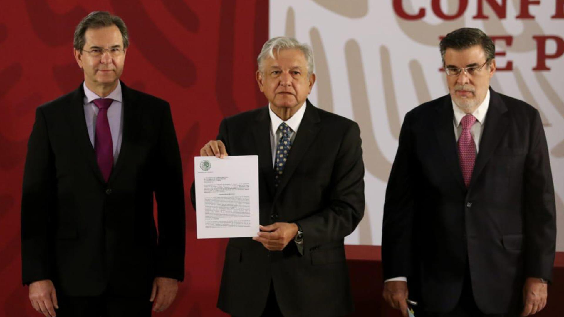 El presidente Andrés Manuel López Orador firmó la derogación de la reforma educativa (Crédito: Presidencia de México)