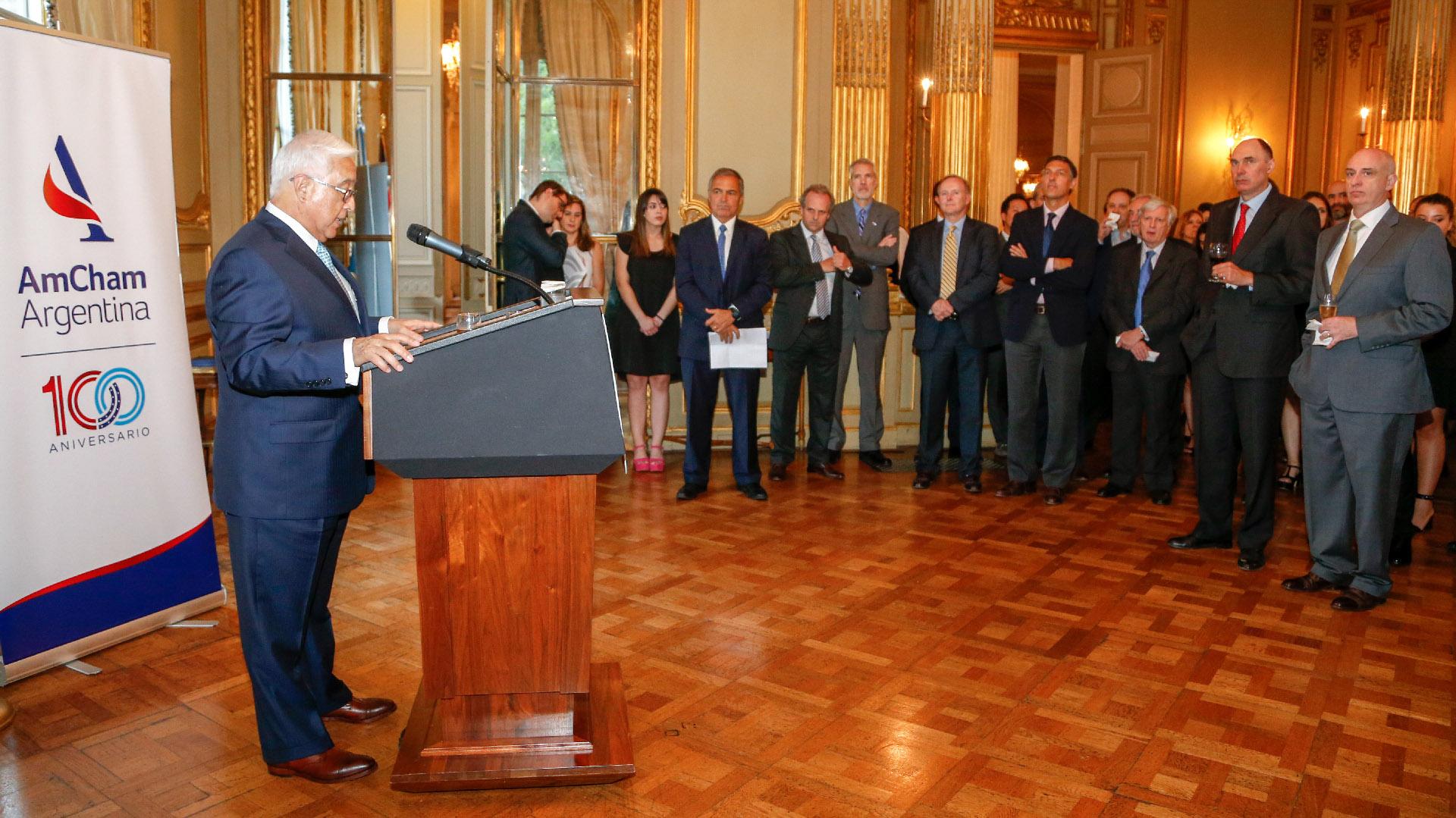El embajador Edward C. Prado durante la recepción de fin de año de la AmCham Argentina