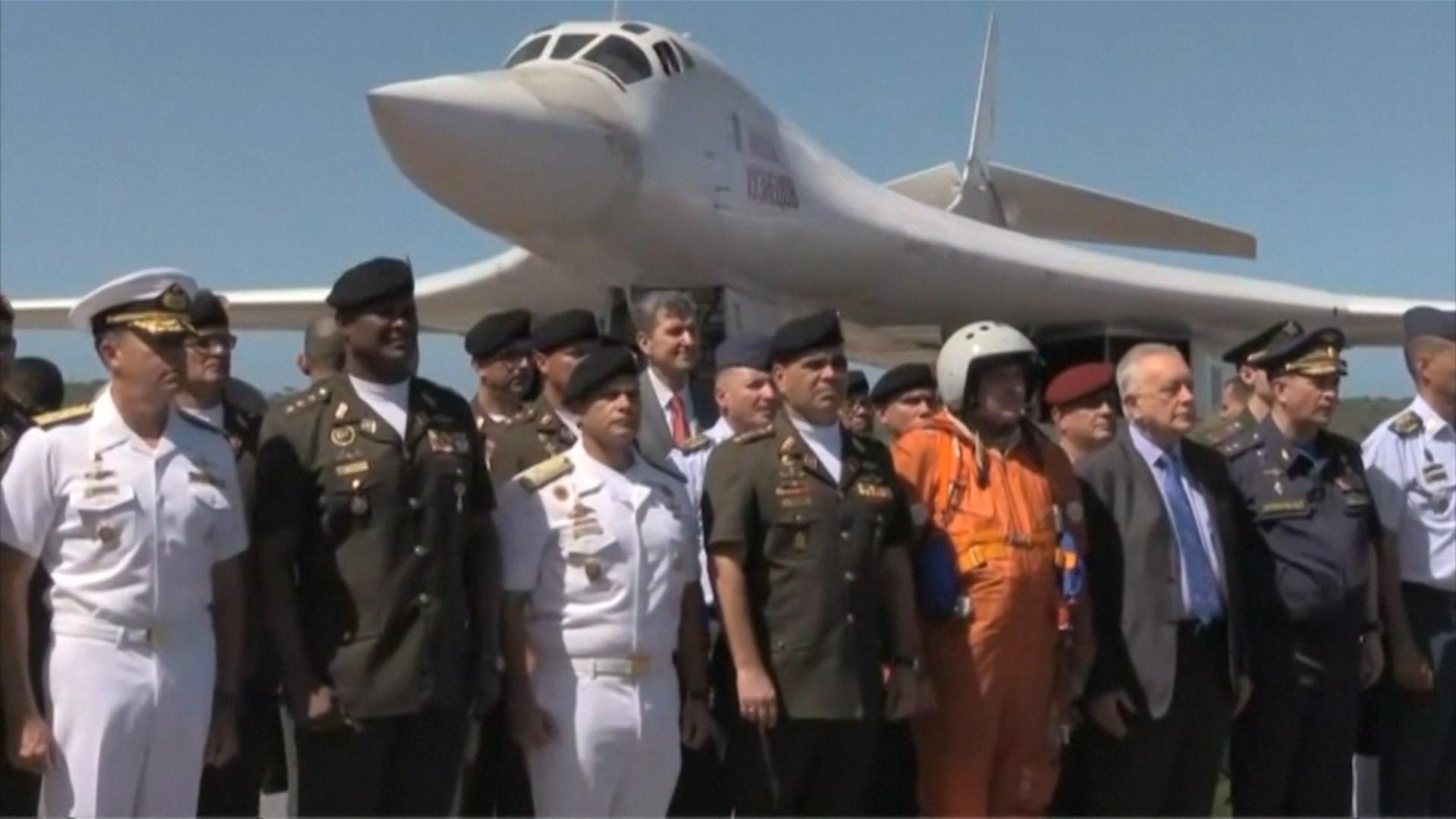 El ministro chavista de Defensa, Padrino Lóipez, participó de la ceremonia previa al vuelo
