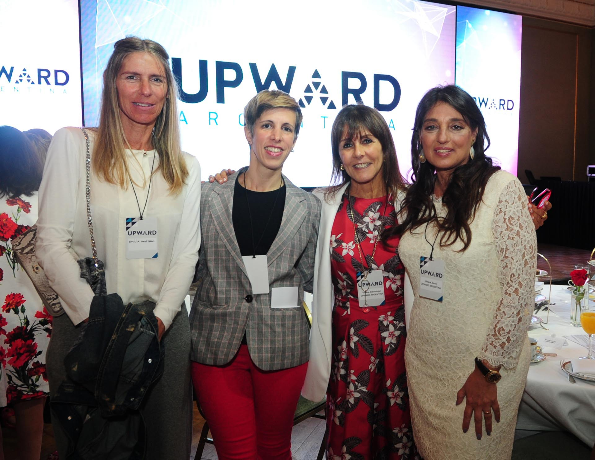 Emilia Montero (Directora Great Place to Work), Natalia Kaposvari (Marketing y desarrollo comercial de Great Place to Work), Viviana Schulzinger (Directora Ejecutiva UPWARD Argentina) y Viviana Zocco (UPWARD Argentina)
