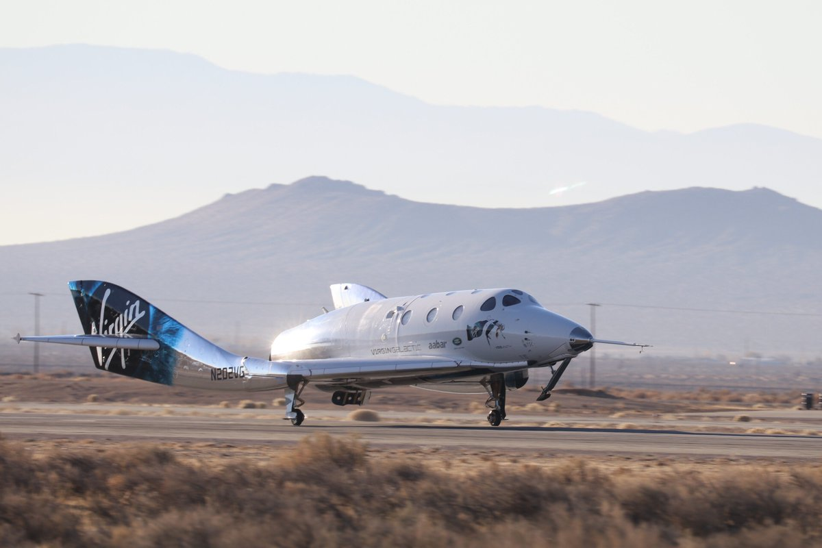SpaceShipTwo regresa del espacio